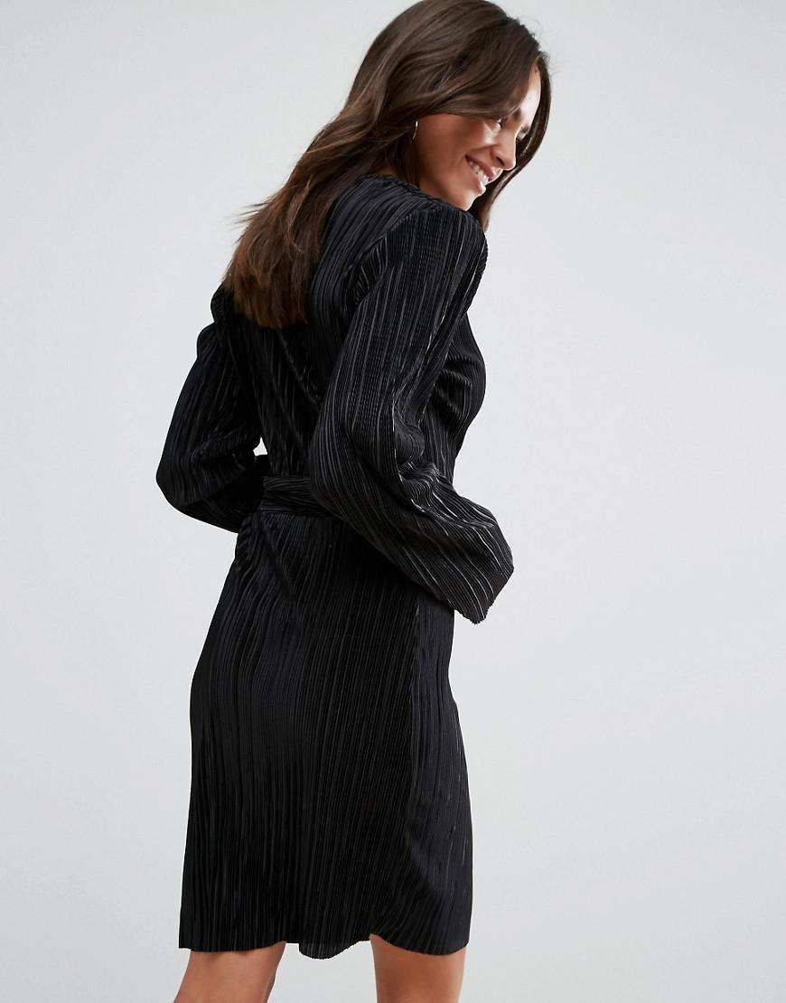 Liquorish Wrap Front Long Sleeve Pleated Dress In Black Lyst