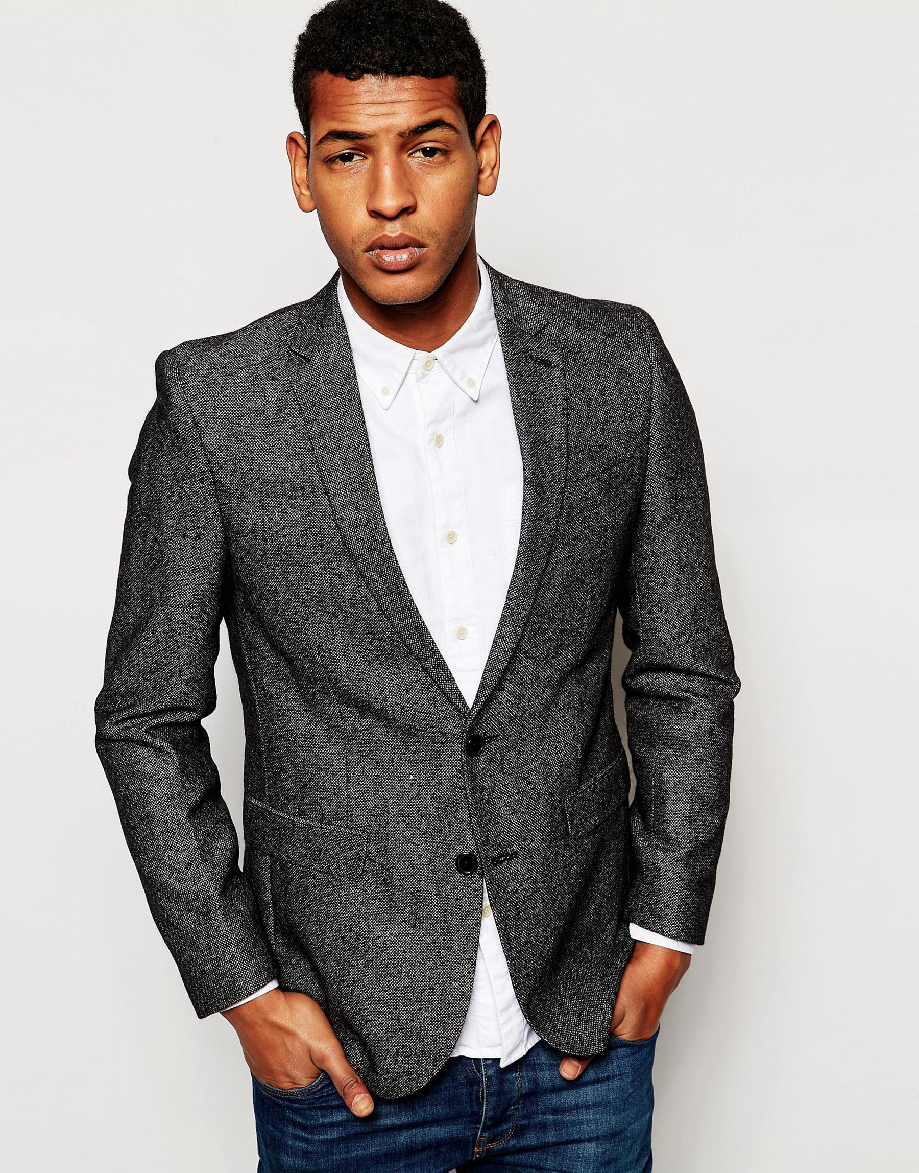 A modern re-invention of a timeless classic, our men's tweed suits are the pinnacle of smart dressing. Cut to a skinny fit but broader across the chest and shoulders, the trousers are skinny with a long leg to give the suit a classic tailored look.
