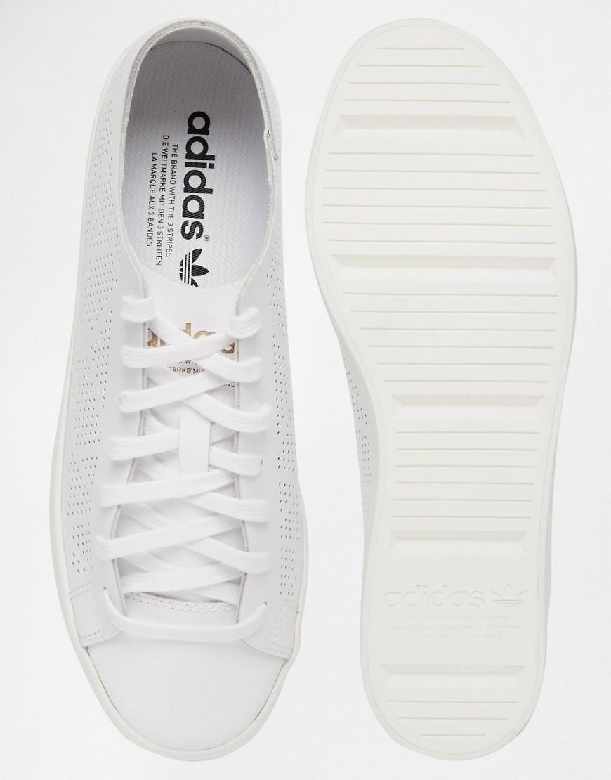 lyst adidas originali corte vantage perforati scarpe bianche
