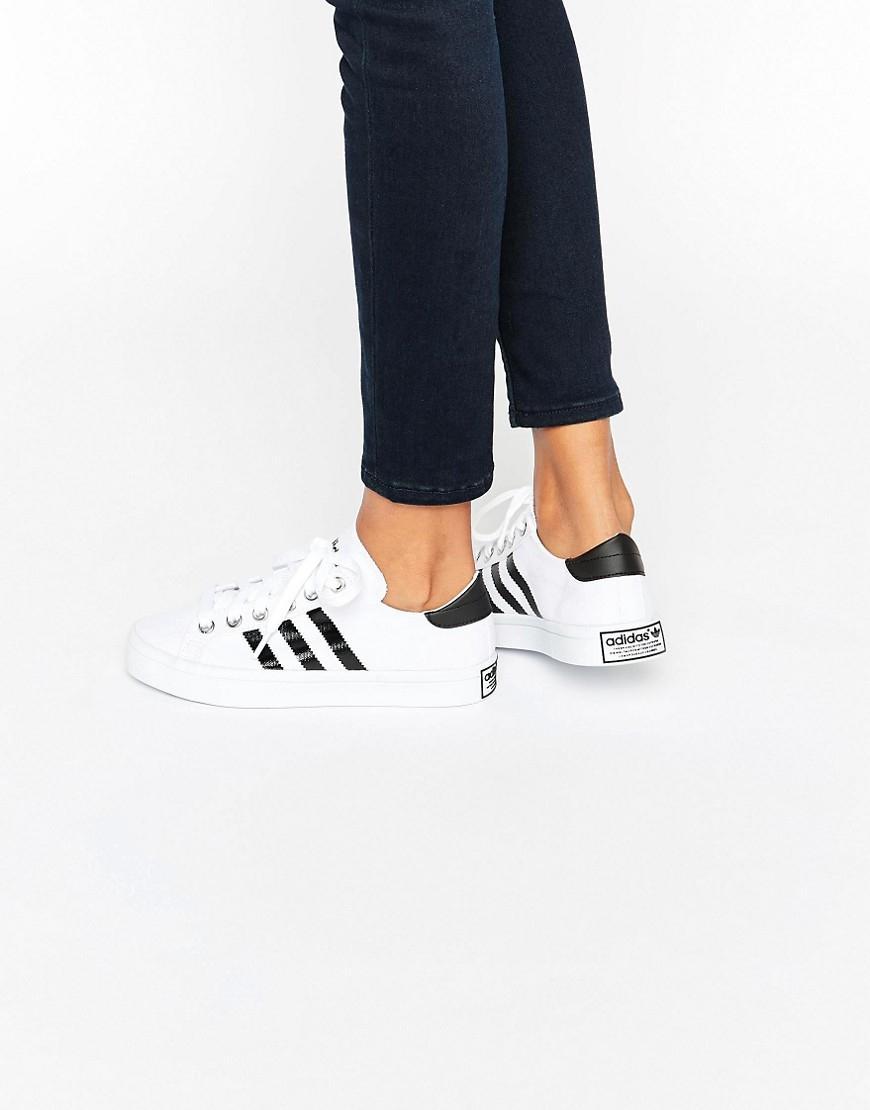 66e5b6ab6 Lyst - adidas Originals Originals White And Black Court Vantage ...
