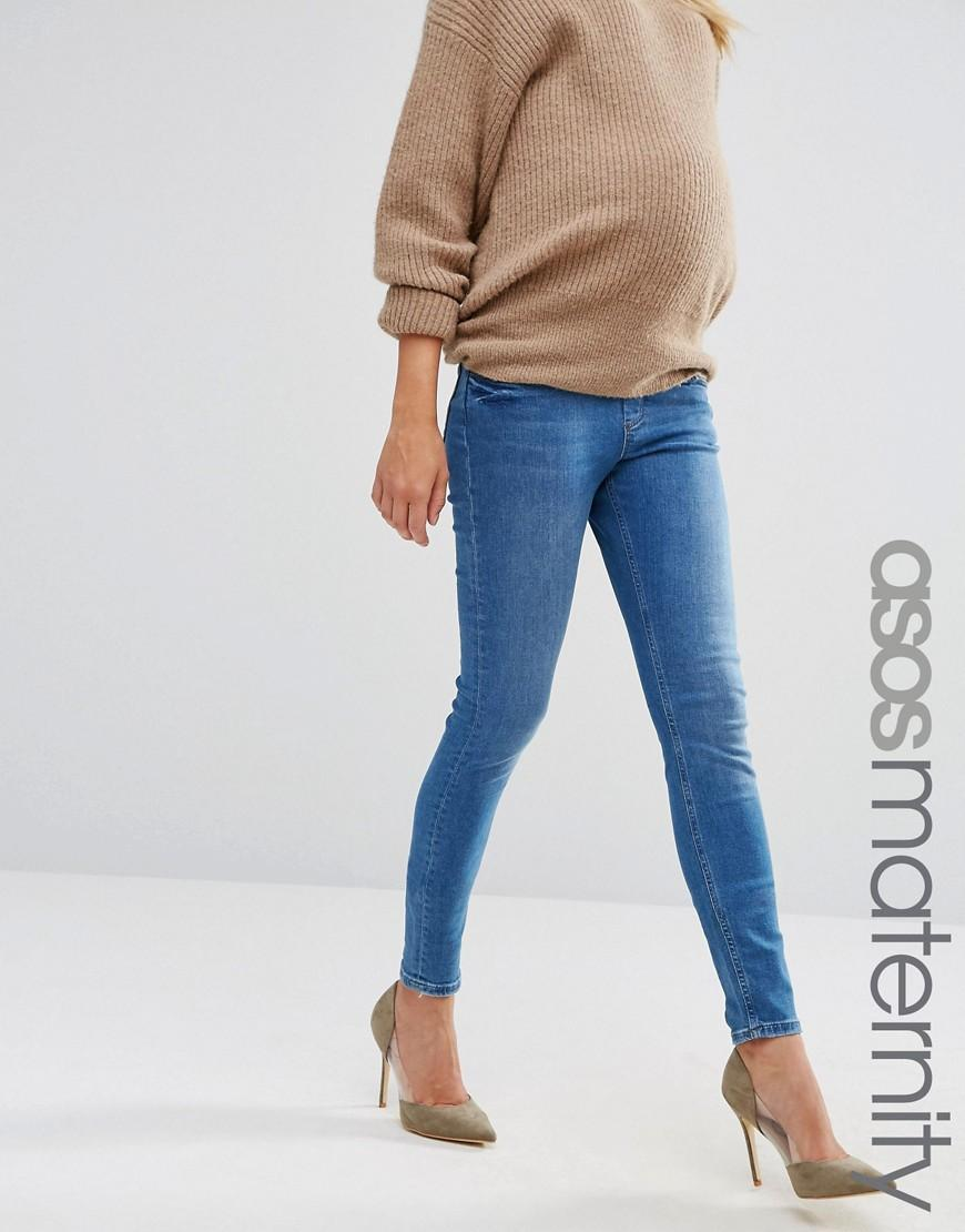 And with elastic, you can choose to wear your clothing over the bump or below it to suit your comfort -- and style -- level. Soft knits have a similar appeal because they are forgiving.