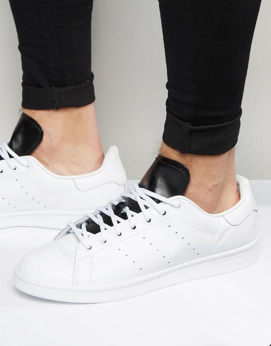 lyst adidas originali stan smith formatori in bianco s80019 in bianco.