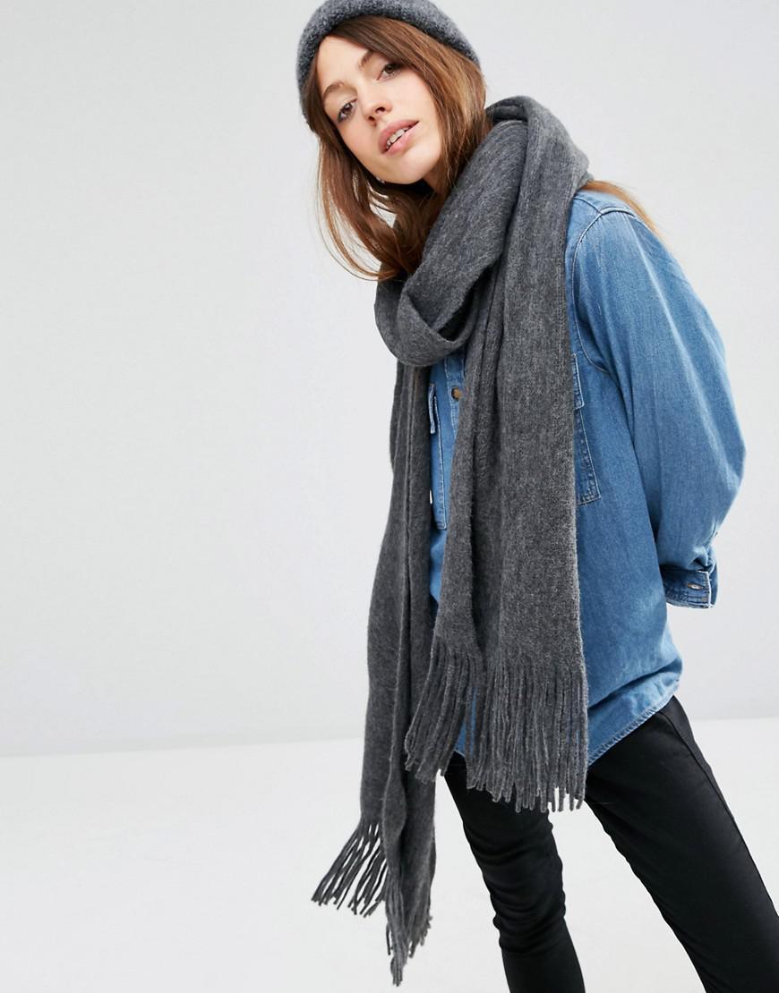 Lyst - Écharpe longue à franges en tricot ultra doux ASOS en coloris ... 567f280478a