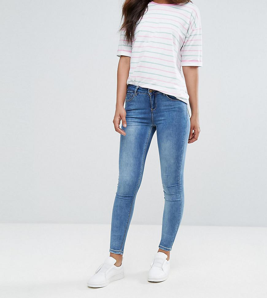Add these skinny jeans into your everyday wardrobe this season. Try pairing with a check blazer, plain tee and block heels for a chic look. - Super soft finish - Soft cotton blend - Button and zip fly fastening.