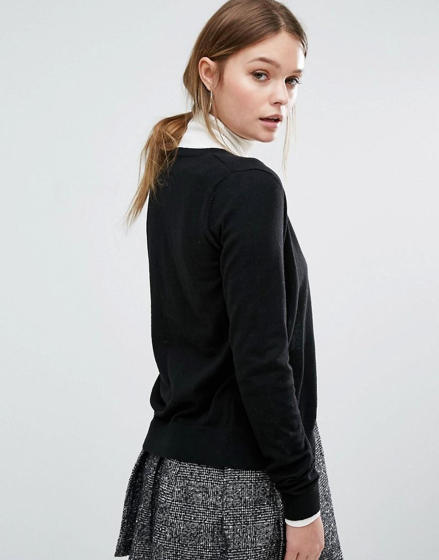 Every wardrobe needs a selection of go-to black knitwear for style across seasons. Whether you're looking for a long women's black cardigan for year-round layering, or a chic v-neck or cropped black jumper, our range has you covered.