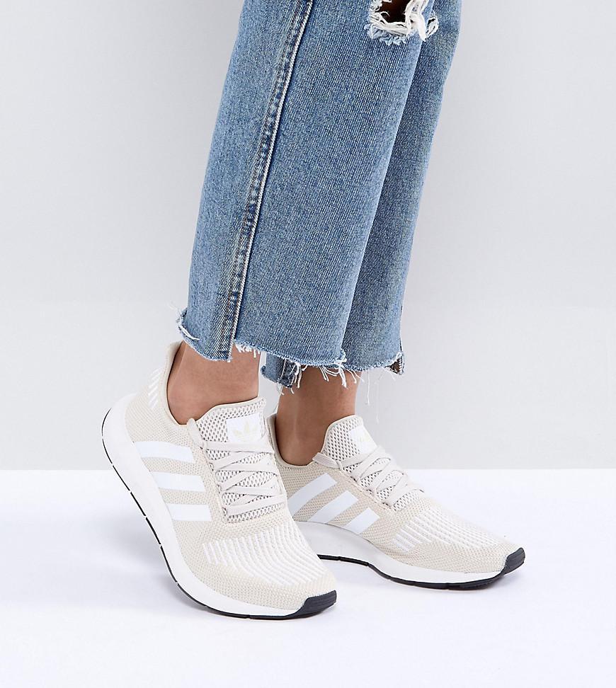 adidas Originals Originals Swift Run Trainers In Cream With White ... 4f33c1c02ffee
