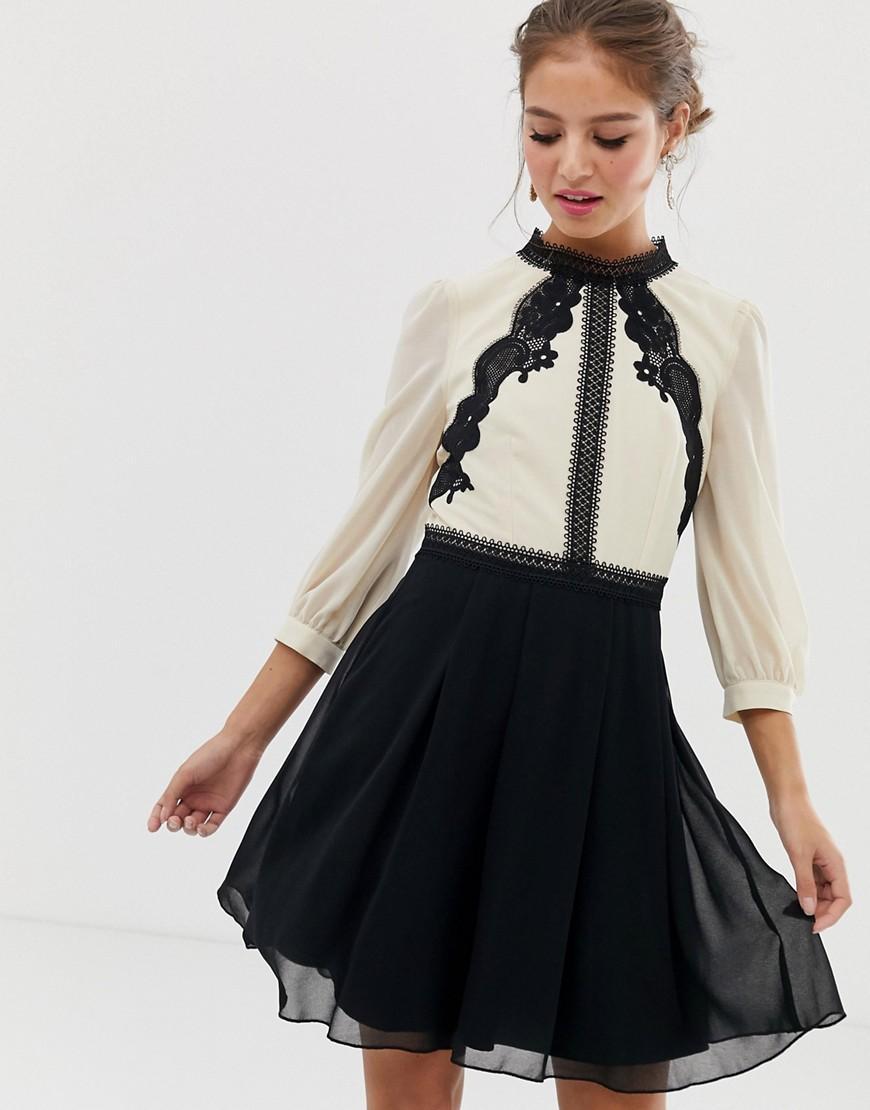 77c9bedf03ec9e Little Mistress Buntes Skaterkleid mit kontrastierender Spitze - Lyst