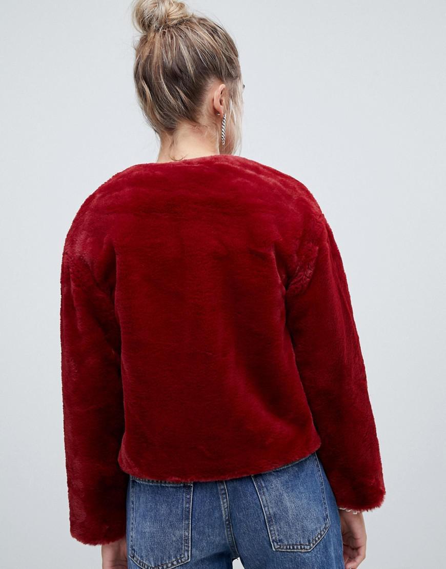 Lyst - Veste courte en fausse fourrure Pimkie en coloris Rouge fae82f29ad4