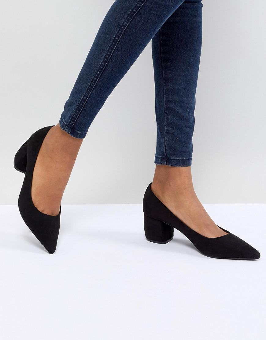 e9a66efd799d27 Lyst - Bershka Pointed Block Heel Shoe in Black