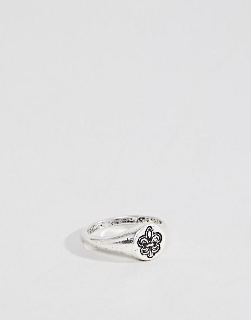 Asos Ditsy Signet Ring With Fleur De Lis - Silver BuB55C