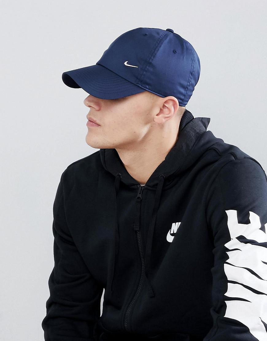 new style 72512 2e276 Nike. Casquette avec logo virgule mtallique homme de coloris bleu