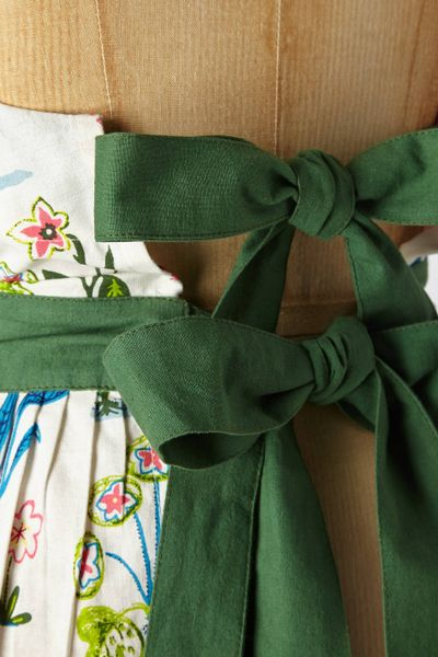 Anthropologie villa apron in multicolor green motif lyst for Anthropologie cuisine couture apron