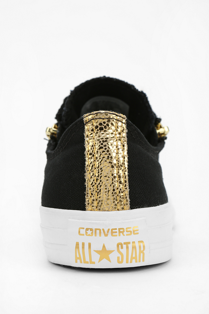 1719afda0621f4 Gallery. Previously sold at  Urban Outfitters · Women s Converse Chuck  Taylor ...