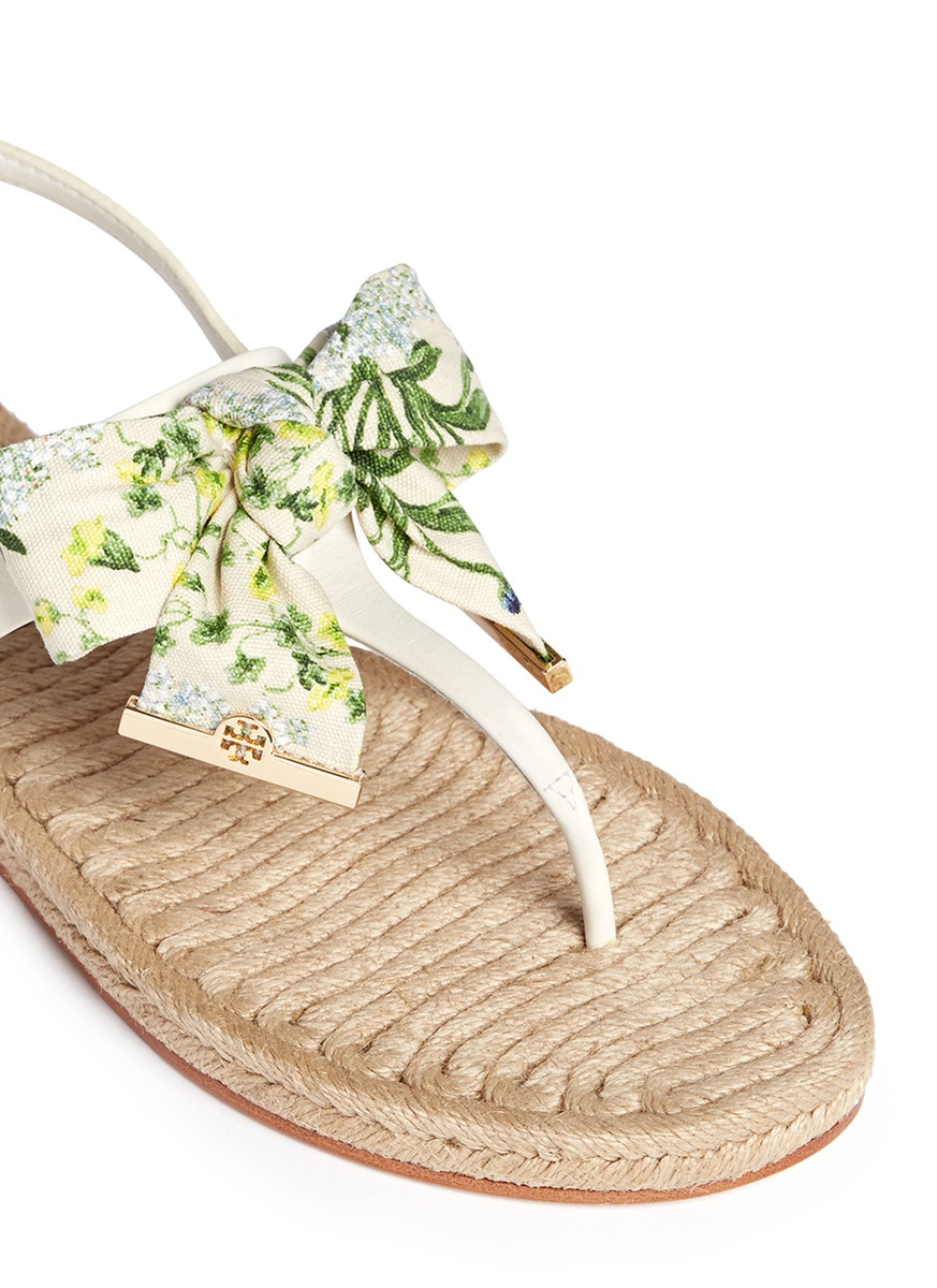 9bd457a888621 Tory Burch - White  penny  Floral Print Bow Thong Espadrille Sandals - Lyst