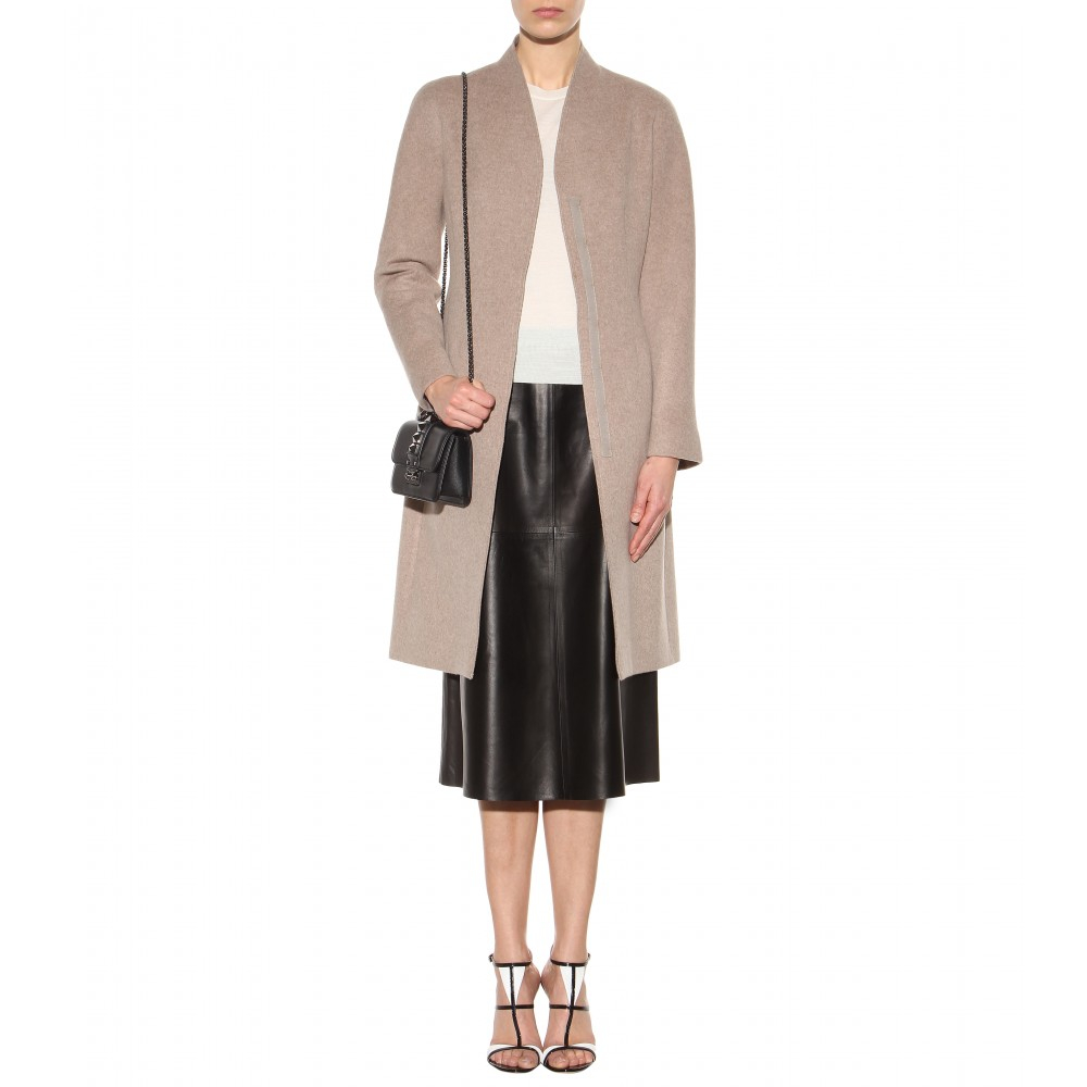 The HONEYBEE // Valentino Glam Lock | My Style | Pinterest ...