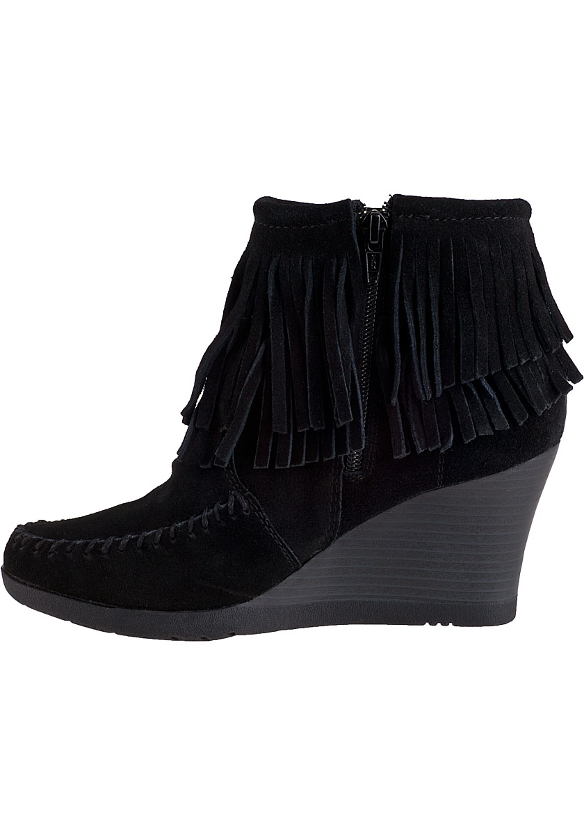 minnetonka fringe ankle boot black suede in black
