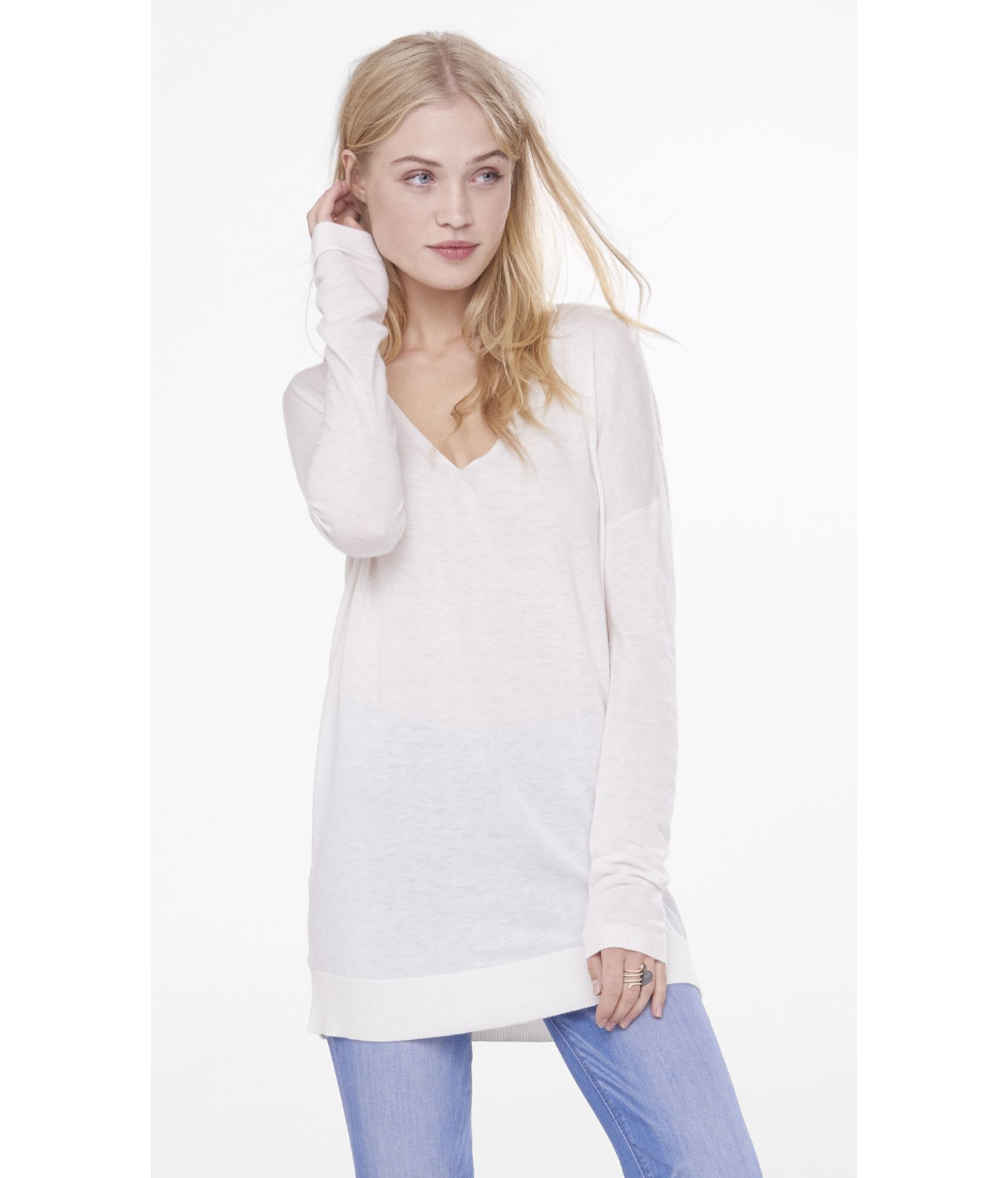 Express Hint Of Cashmere V-neck Wedge Tunic Sweater in White | Lyst
