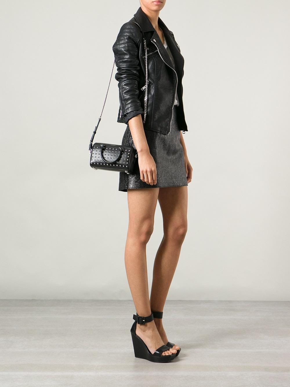 3af3efc3d94 Saint Laurent Toy Classic Duffle Shoulder Bag in Black - Lyst