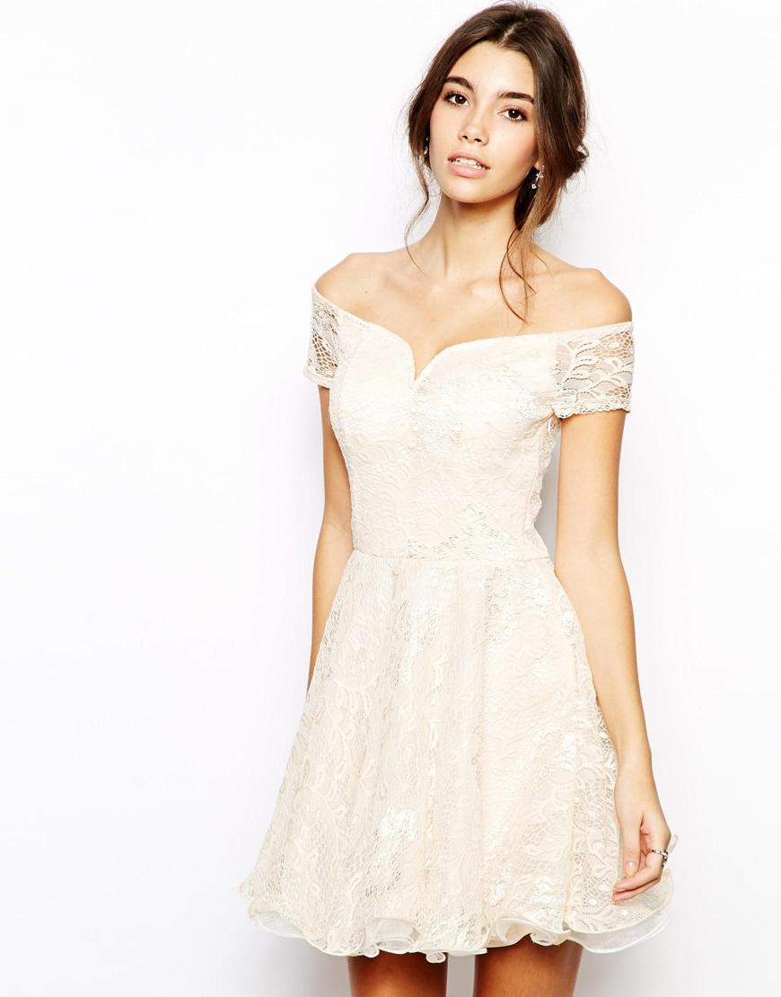 Короткие свадебные платья с открытыми плечами