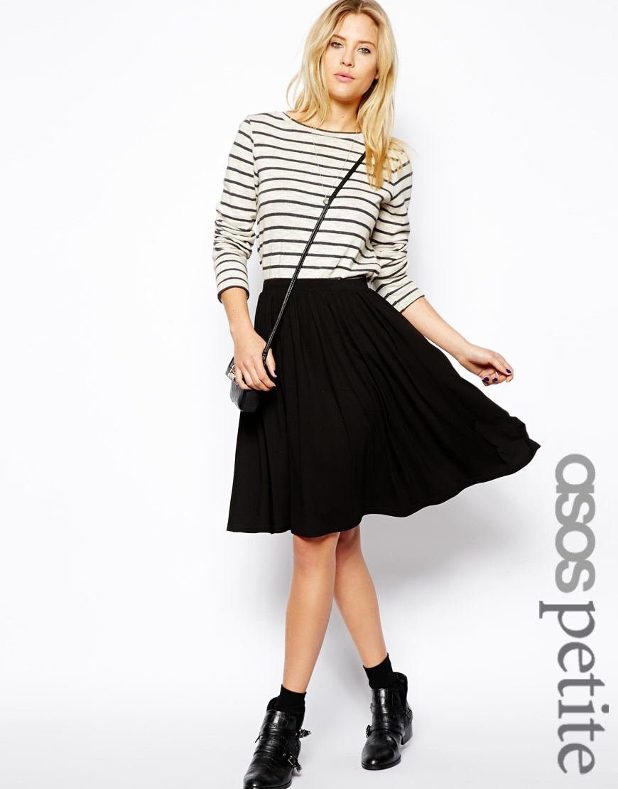 Solve your style SOS with a skater skirt. Fashion's most flattering fit and flare shape, find full circle skirts in styles spanning solid colors to statement prints. Fashion's most flattering fit and flare shape, find full circle skirts in styles spanning solid colors to statement prints.