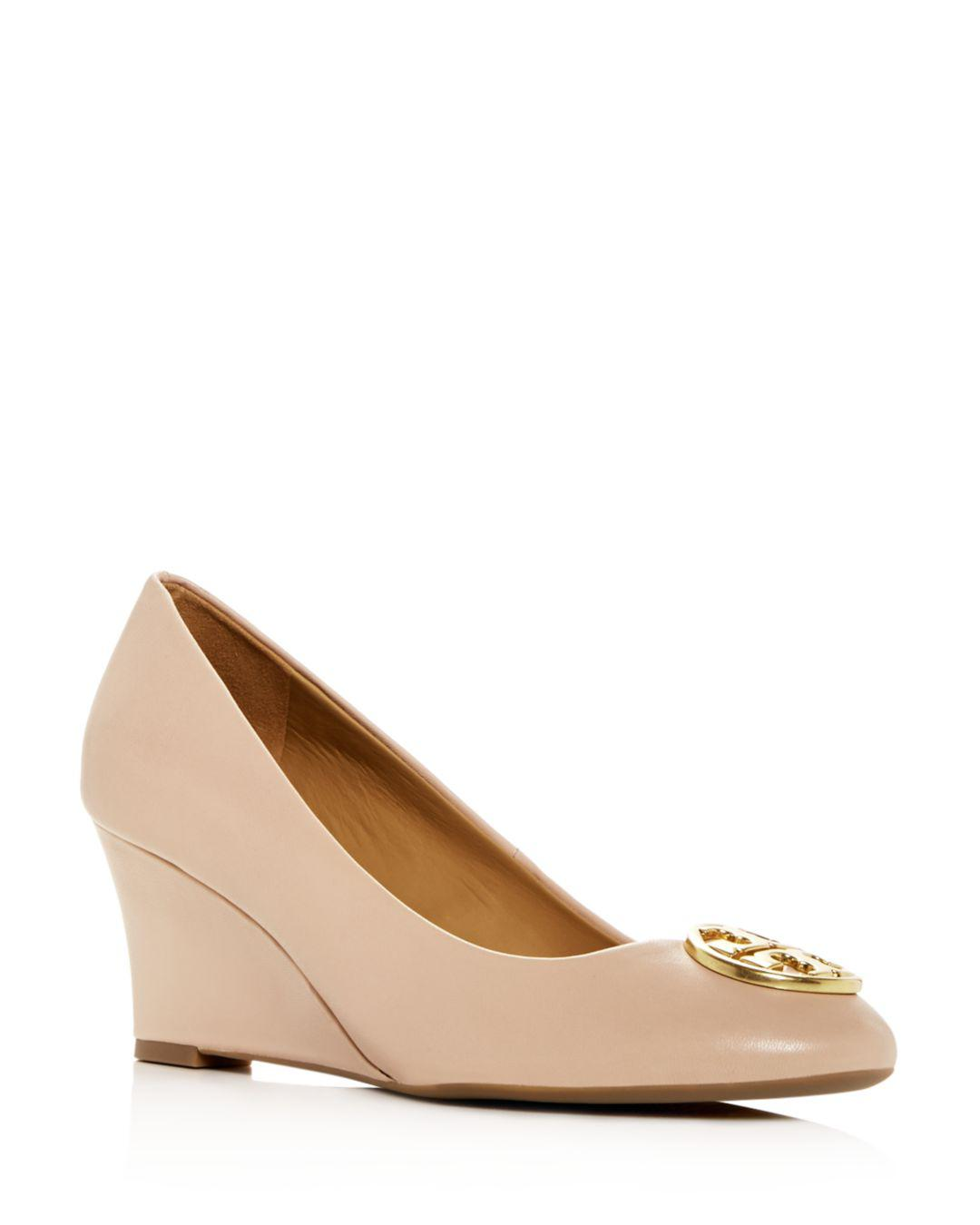 593178e874f02a Tory Burch Women s Chelsea Wedge Pumps in Natural - Lyst