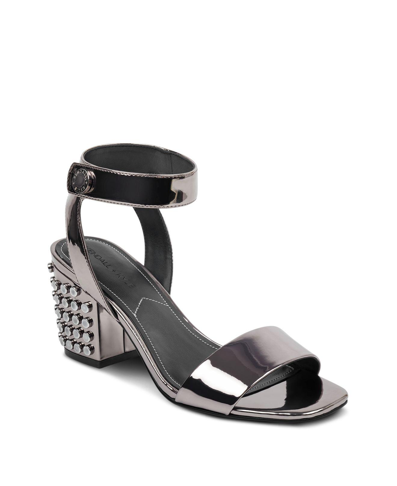 Kendall And Kylie Women's Sophie2 Studded Patent Leather Block Heel Sandals qIrld95Fz1