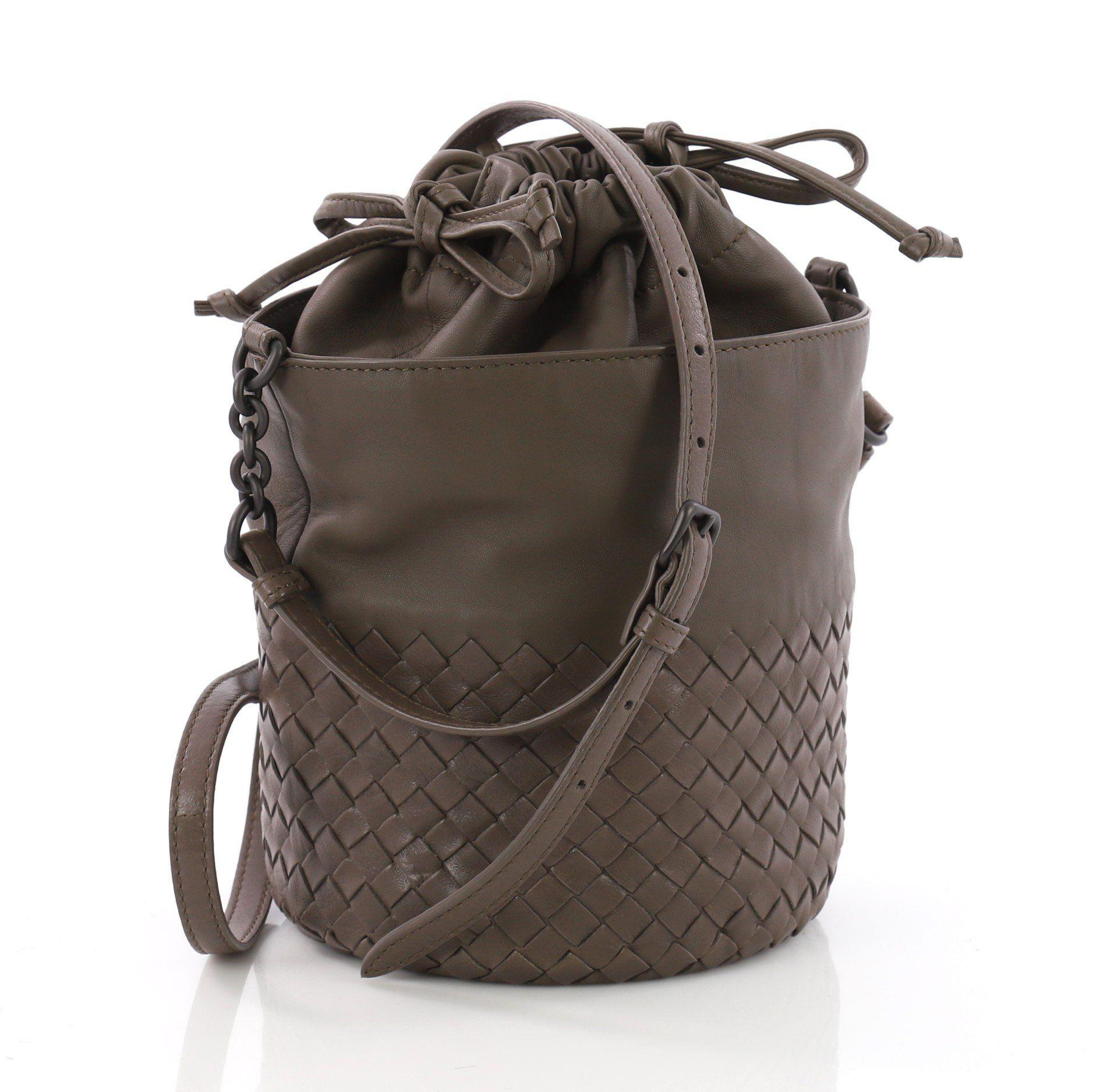49d7f09135fc Lyst - Bottega Veneta Pre Owned Drawstring Bucket Bag Leather And ...