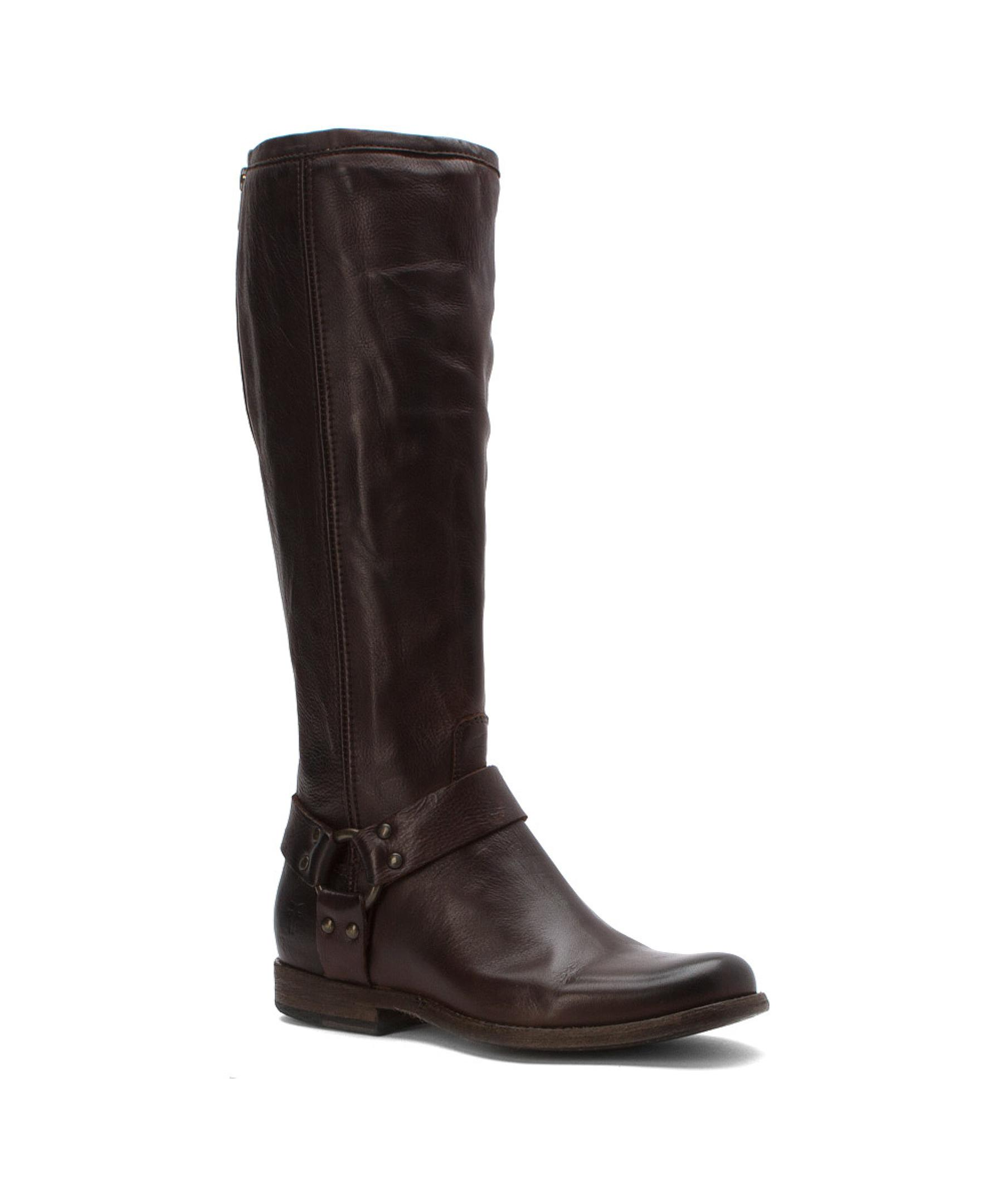 Old Navy has a collection of wide calf boots that provides a stylish look and a comfortable fit. Choose from wide calf boots in a wide selection of fabulous styles and colors.