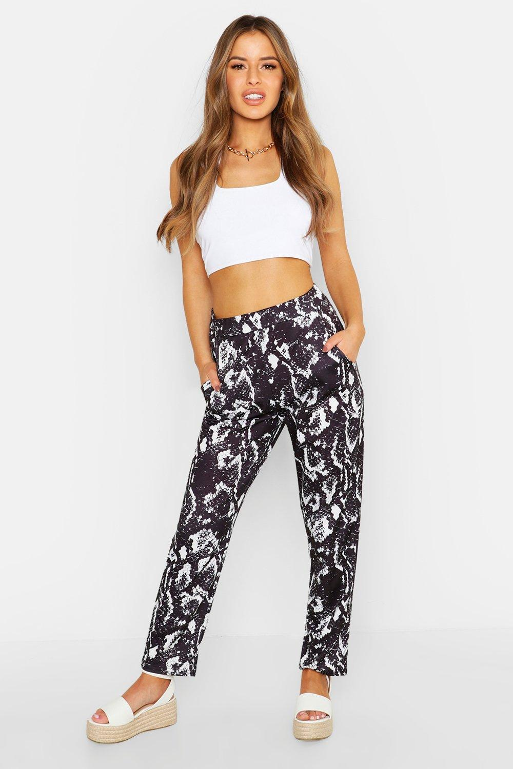 710f33909268 Lyst - Boohoo Petite Snake Printed Tailored Trousers in Black