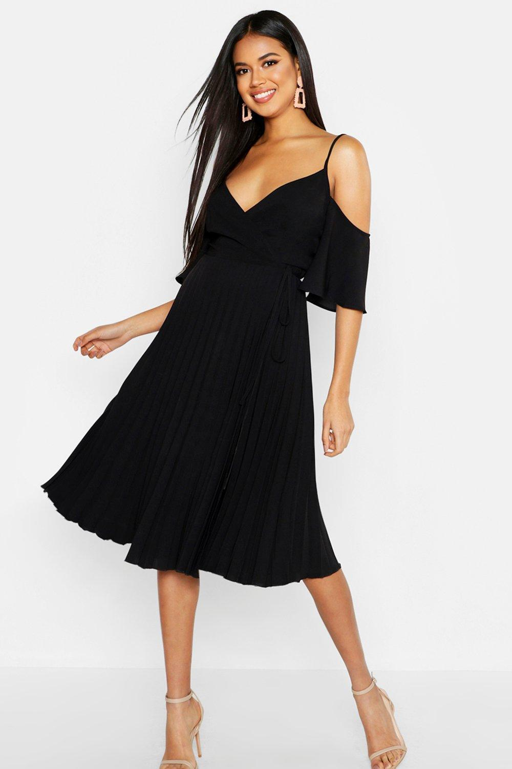 60bb984d07a6 Lyst - Boohoo Woven Cold Shoulder Pleated Midi Skater Dress in Black