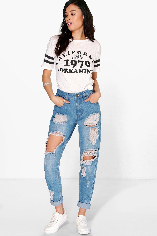 e10705882388 Boohoo High Waist Light Wash Distress Mom Jeans in Blue - Lyst