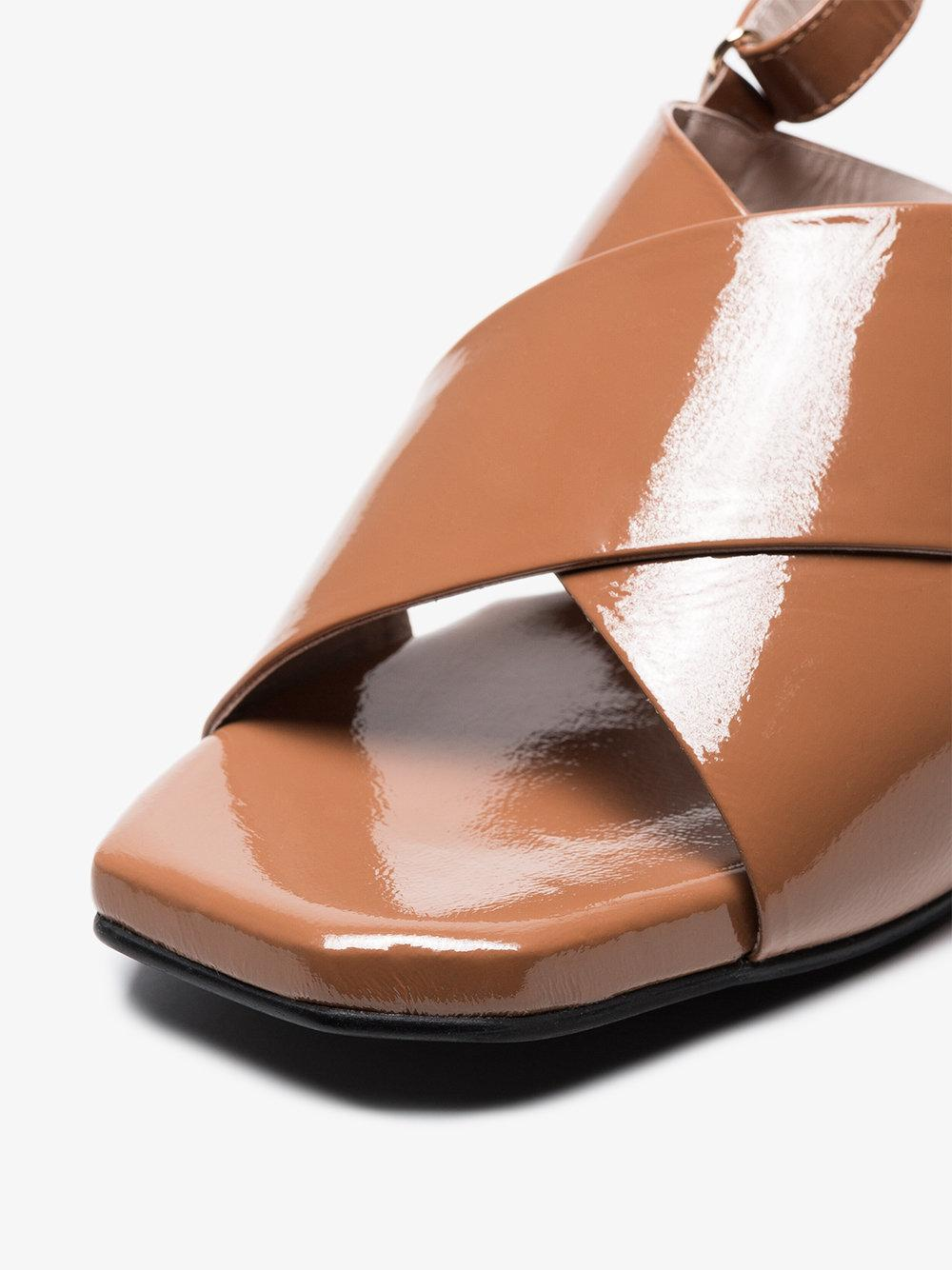 brown 60 patent leather cross-over sandals Reike Nen 5OmpPj7