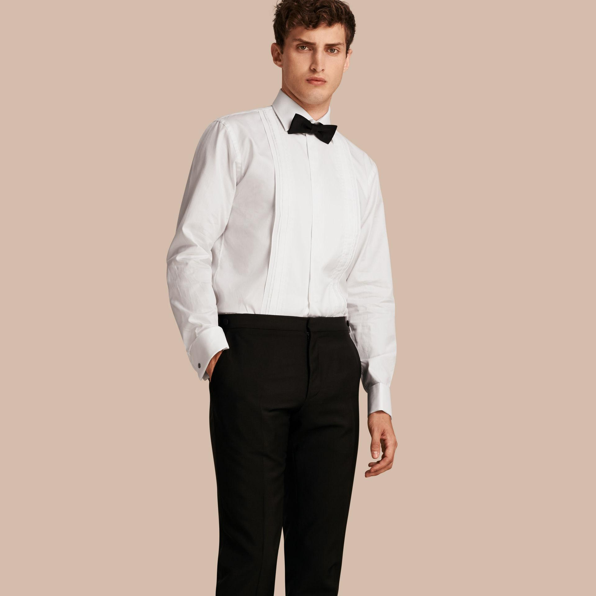 Lyst burberry modern fit double cuff pleat bib cotton for Modern fit dress shirt