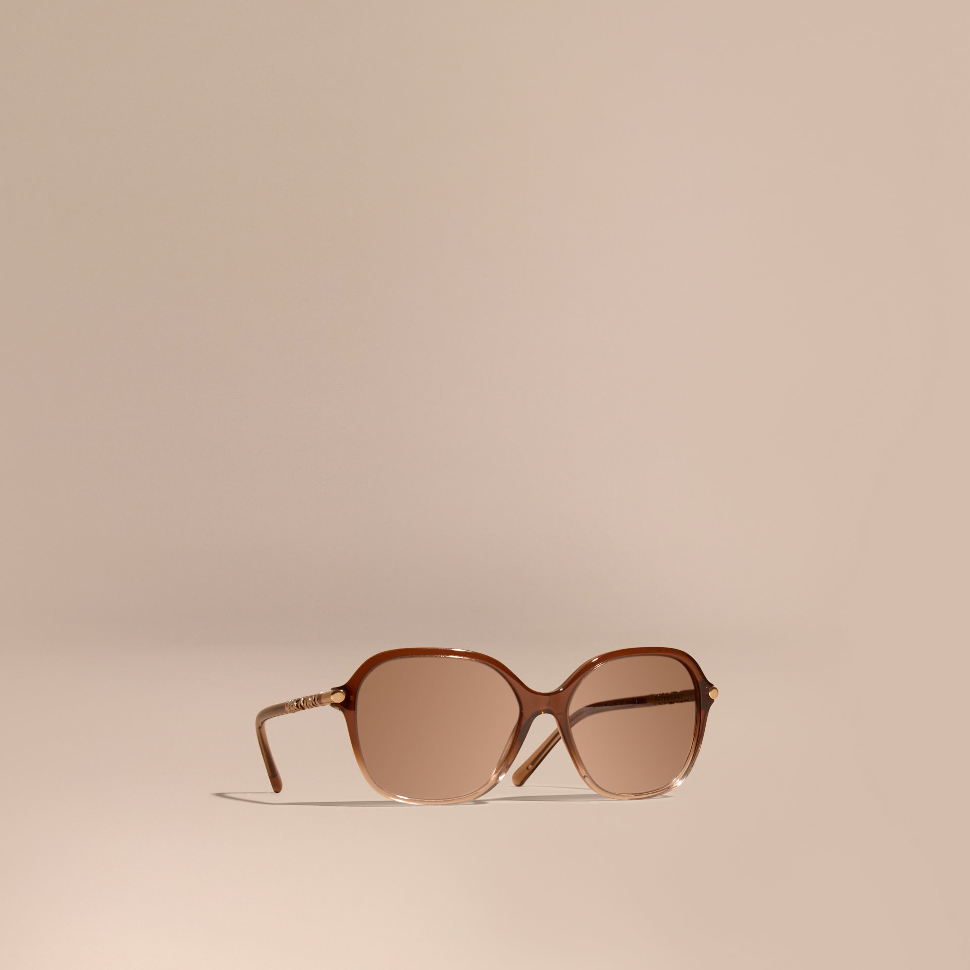 fbd61d6d9c2 Lyst - Burberry Check Detail Round Frame Sunglasses Brown in Brown