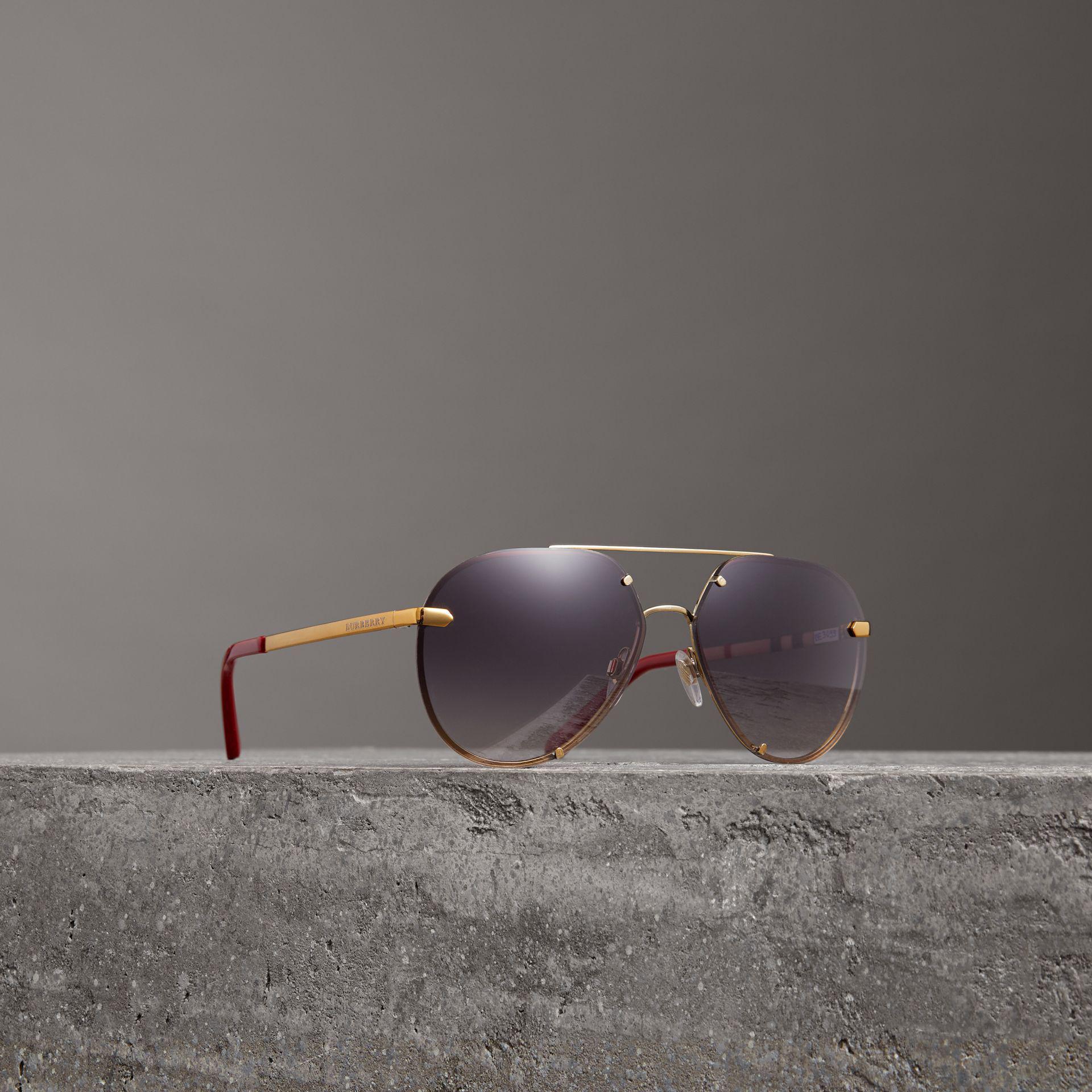 Burberry - Purple Lunettes de soleil aviateur avec motif check - Lyst.  Afficher en plein écran bf6be26b5aa6