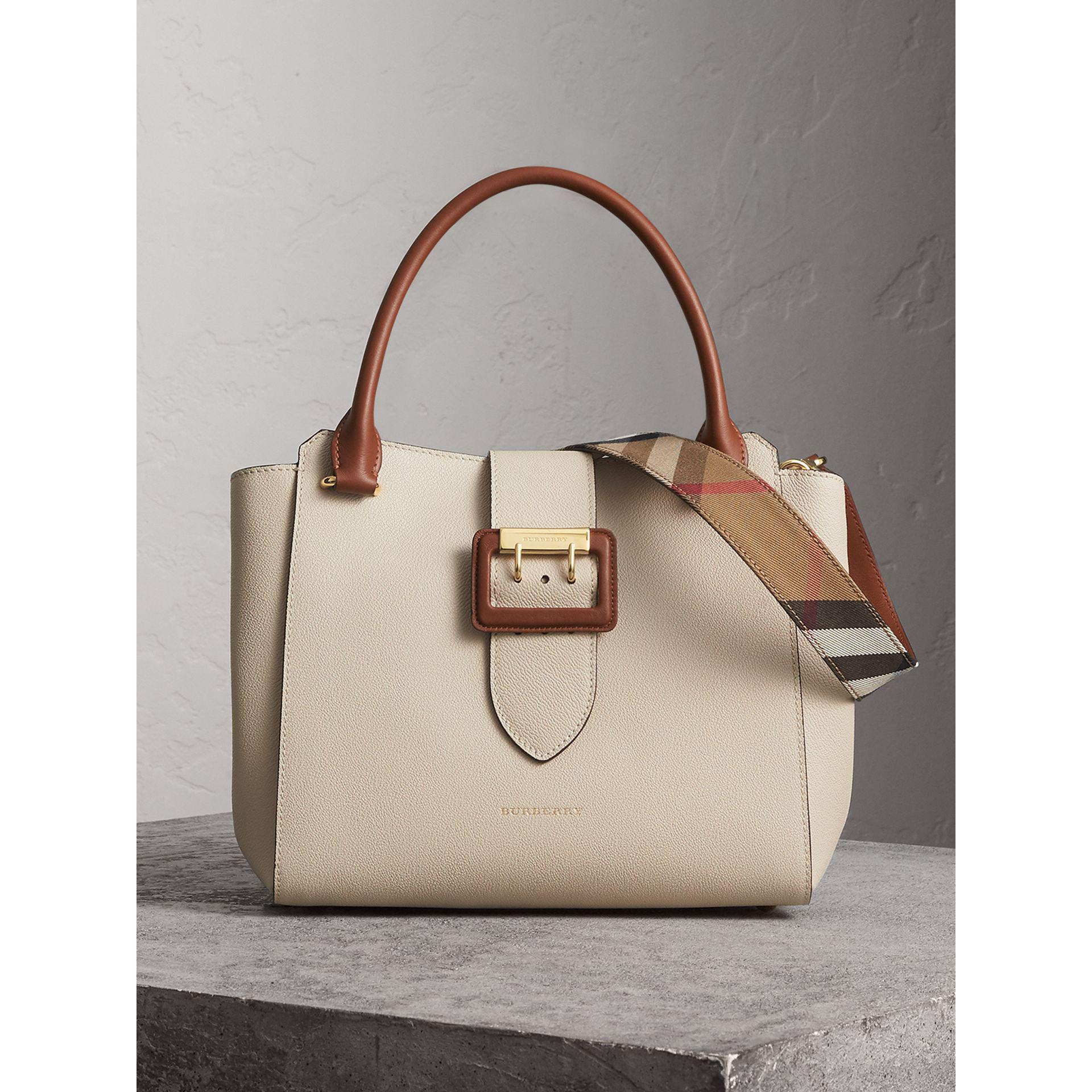 a05d8e36fed8 Lyst - Burberry The Medium Buckle Tote In Grainy Leather