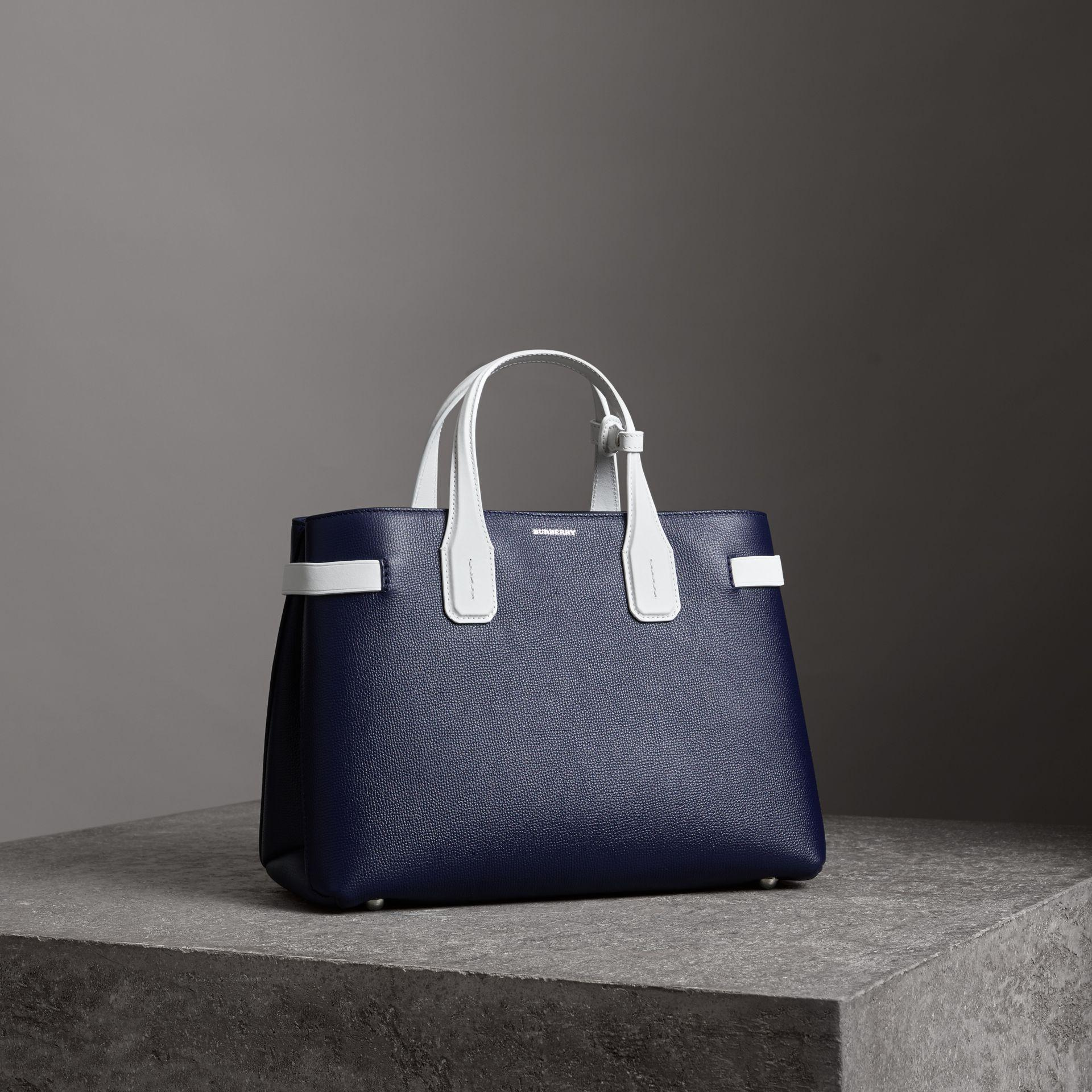 The Medium Banner in Two-tone - Blue Burberry zzqIJeEN