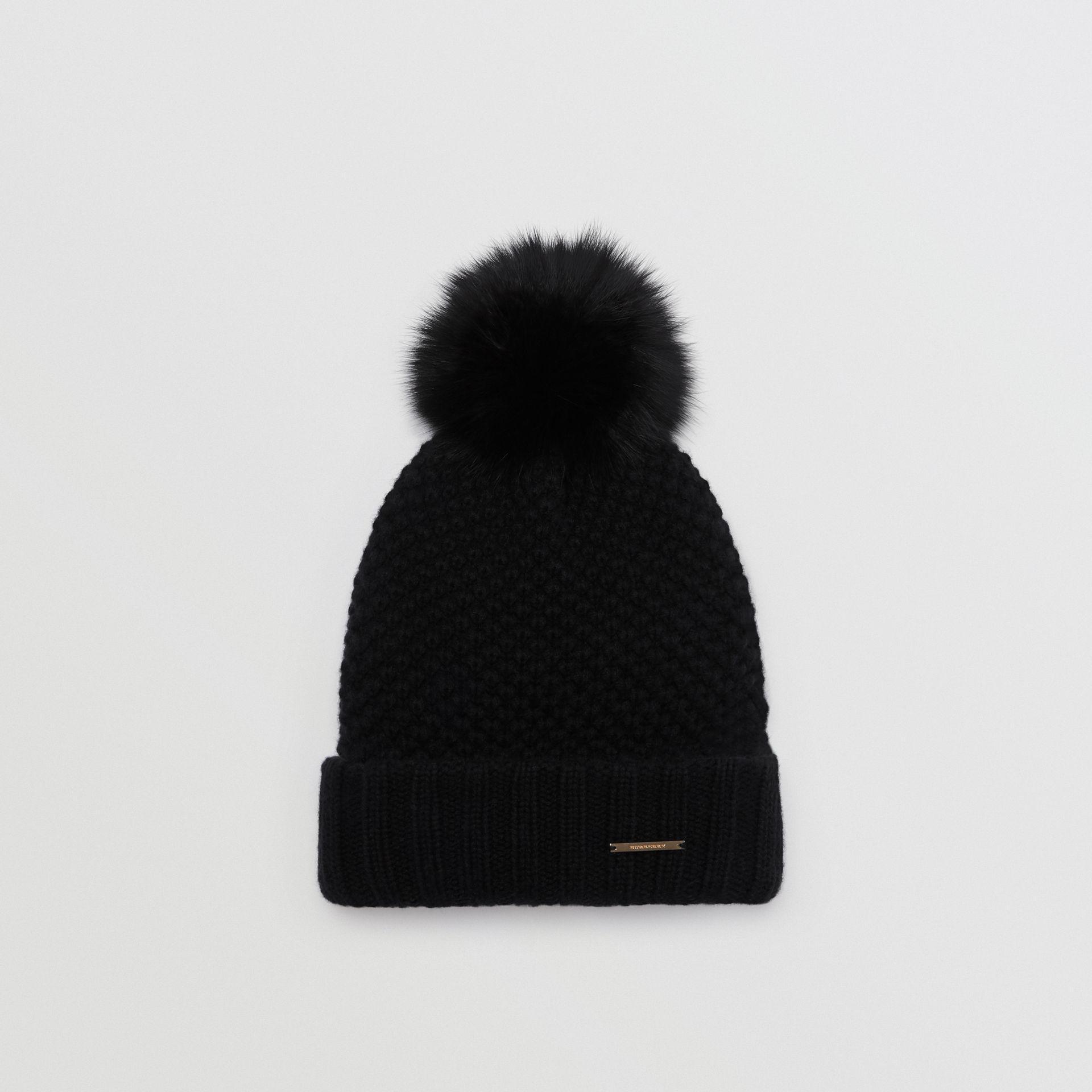 Lyst - Bonnet avec pompon en fourrure Burberry en coloris Noir a7c1a005e3f