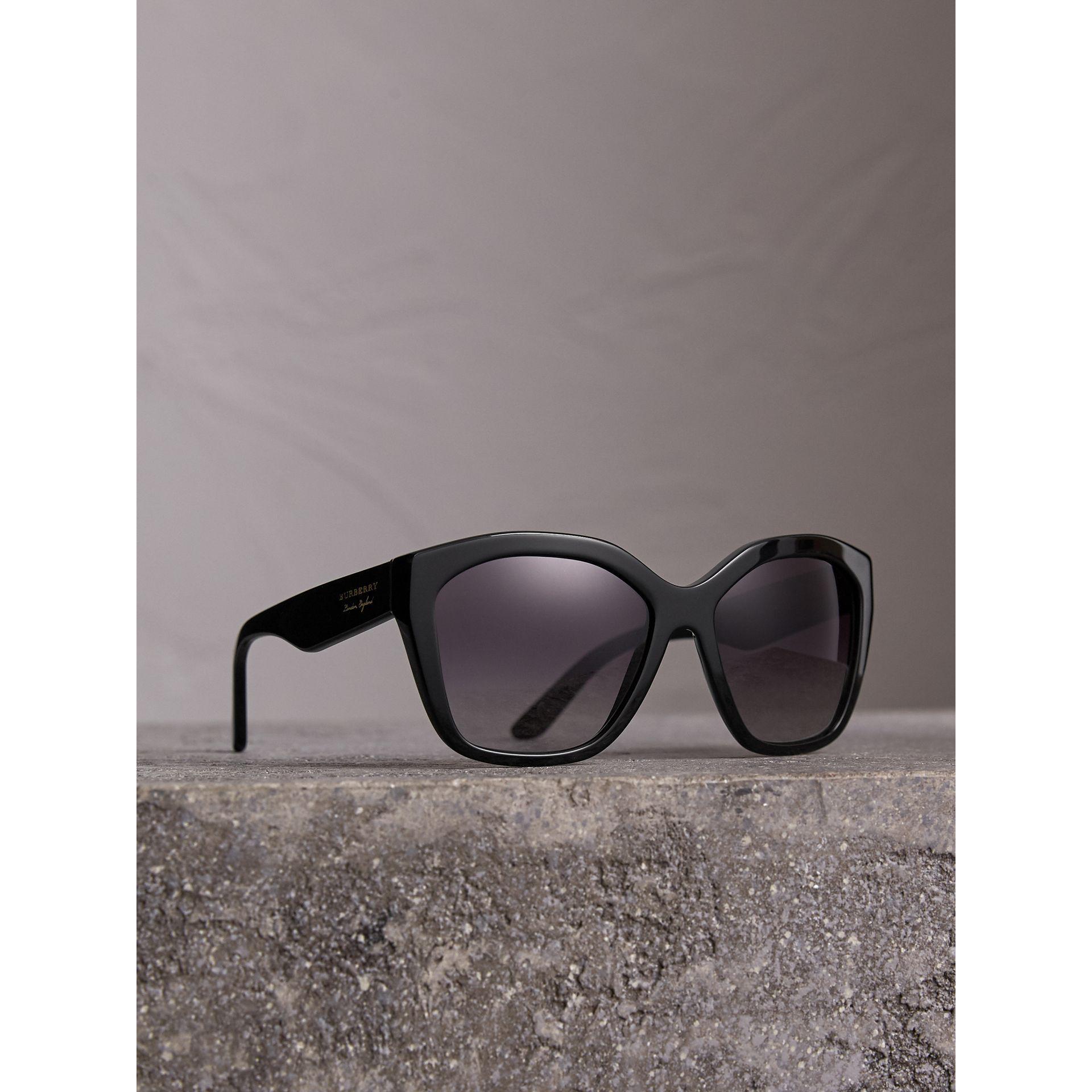 951509afac02 Burberry - Black Square Frame Sunglasses - Lyst. View fullscreen