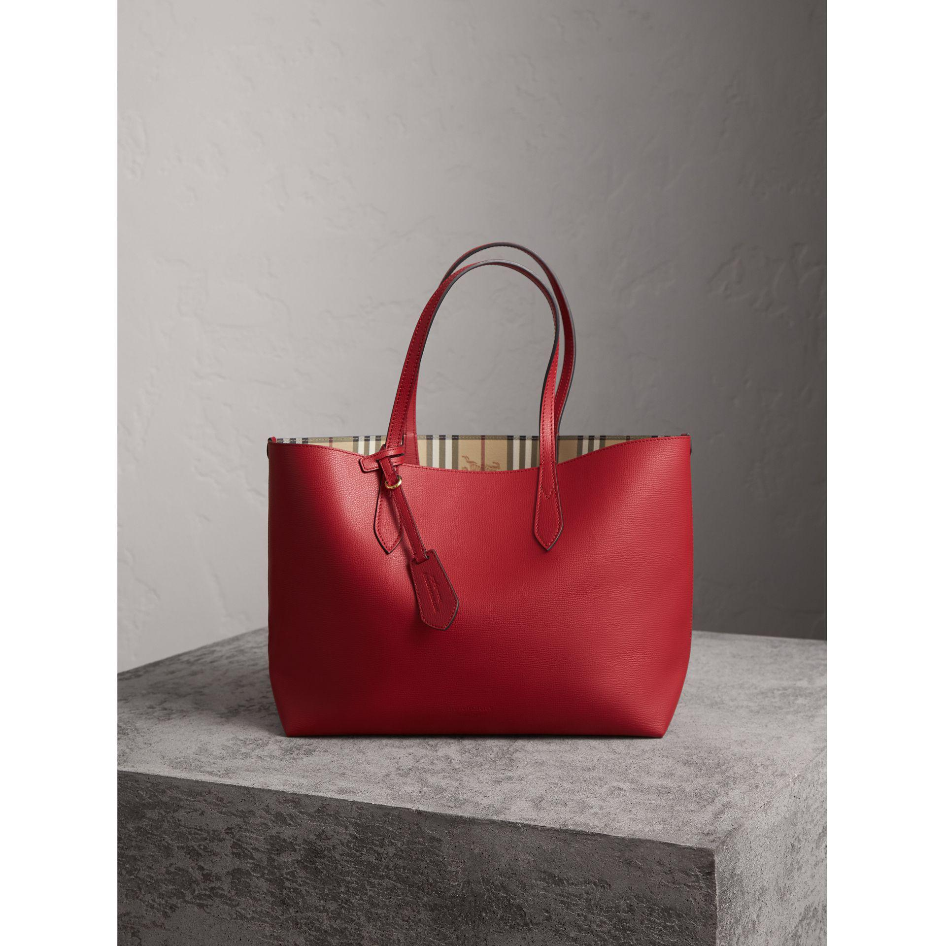 b73428fb20f5 Lyst - Burberry The Medium Reversible Tote In Haymarket Check And ...