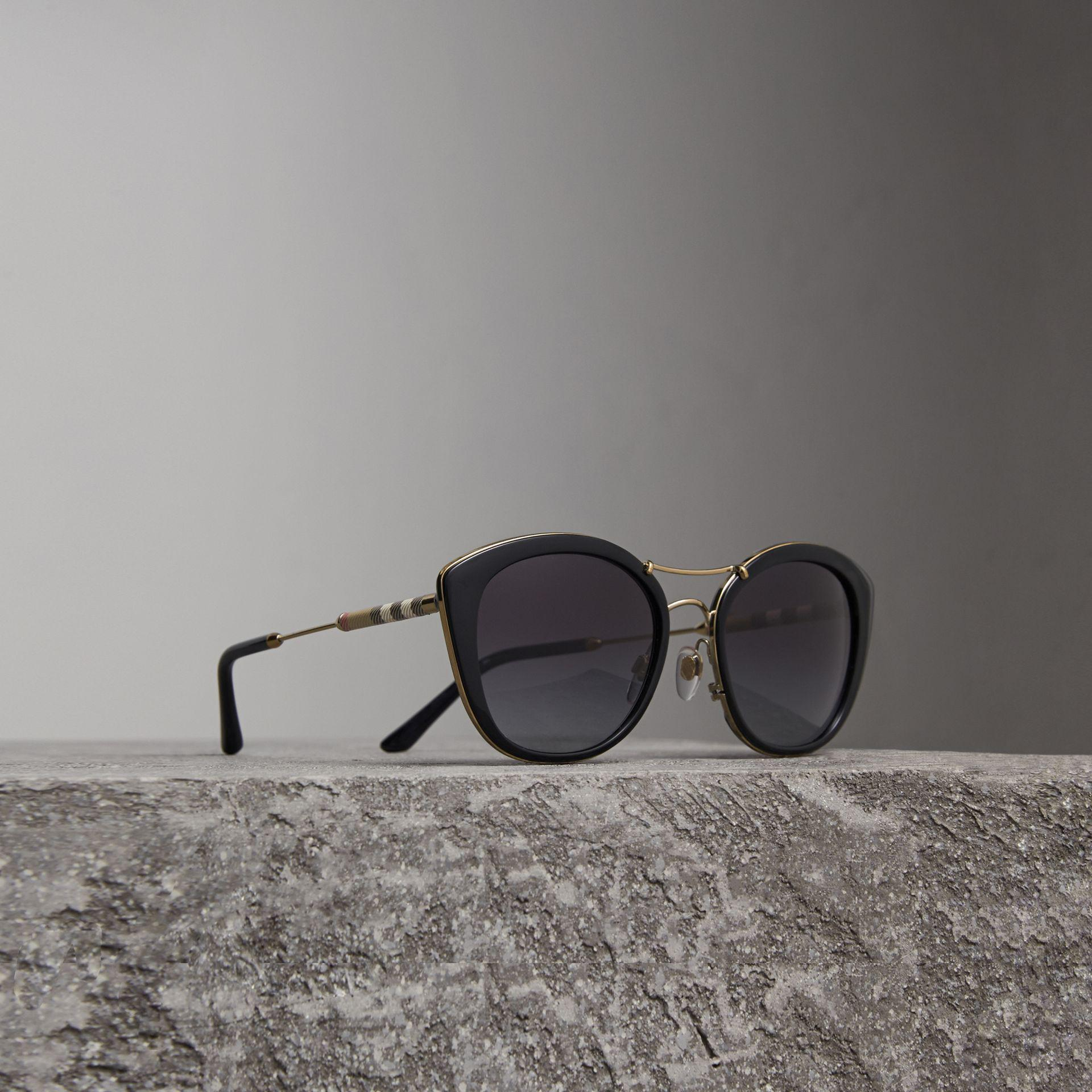 c8e15872a01 Lyst - Burberry Check Detail Round Frame Sunglasses In Black