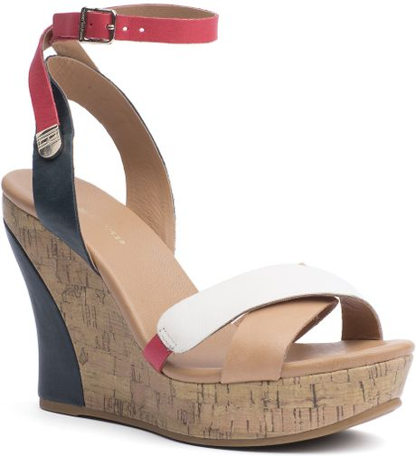 Tommy Hilfiger Irene Sandal in Beige (midnight/tango red/whisper wh)