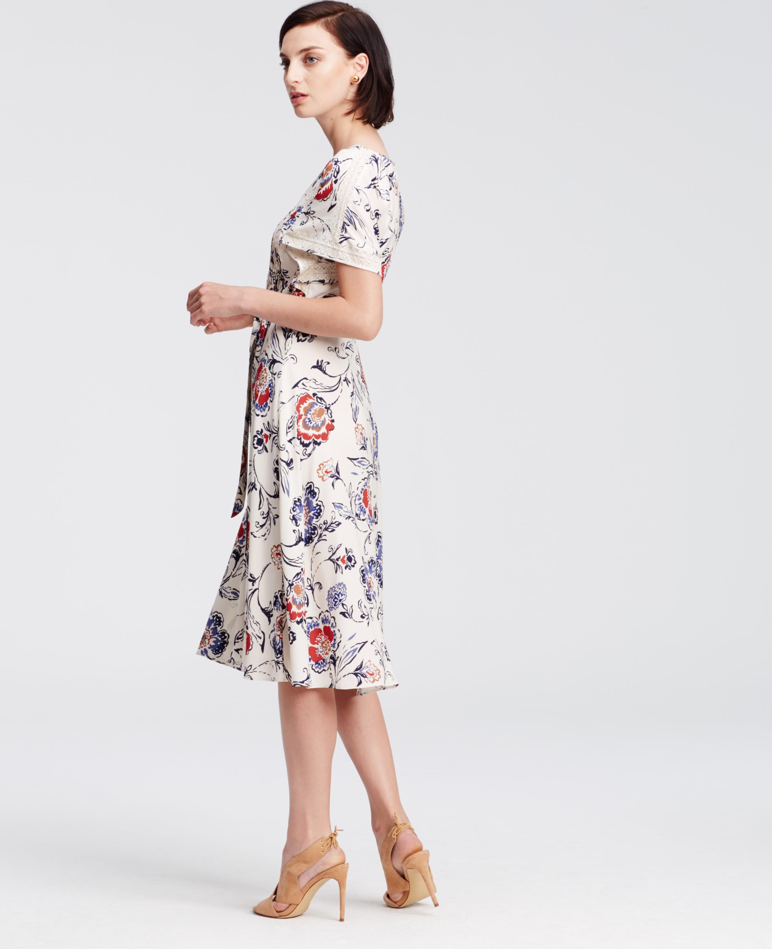ebc266c5e4 Ann Taylor Floral Lace Trim Midi Dress in Gray - Lyst