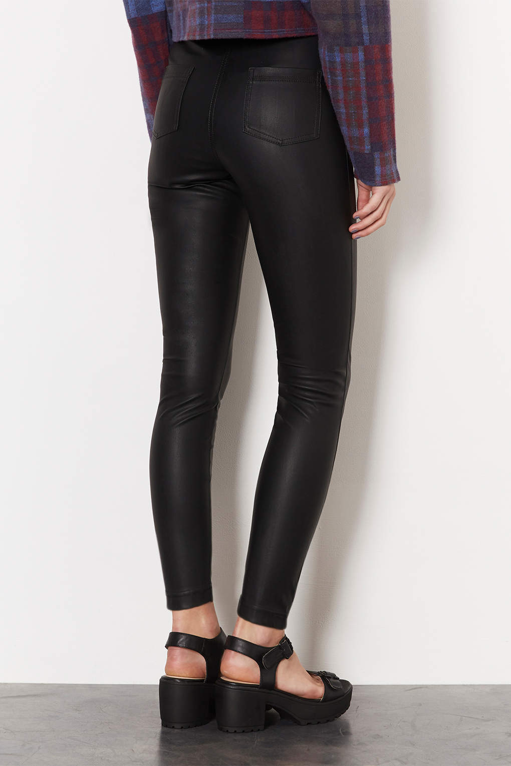 2e3dd9bf242d59 TOPSHOP Petite Leather Look Highwaisted Trousers in Black - Lyst