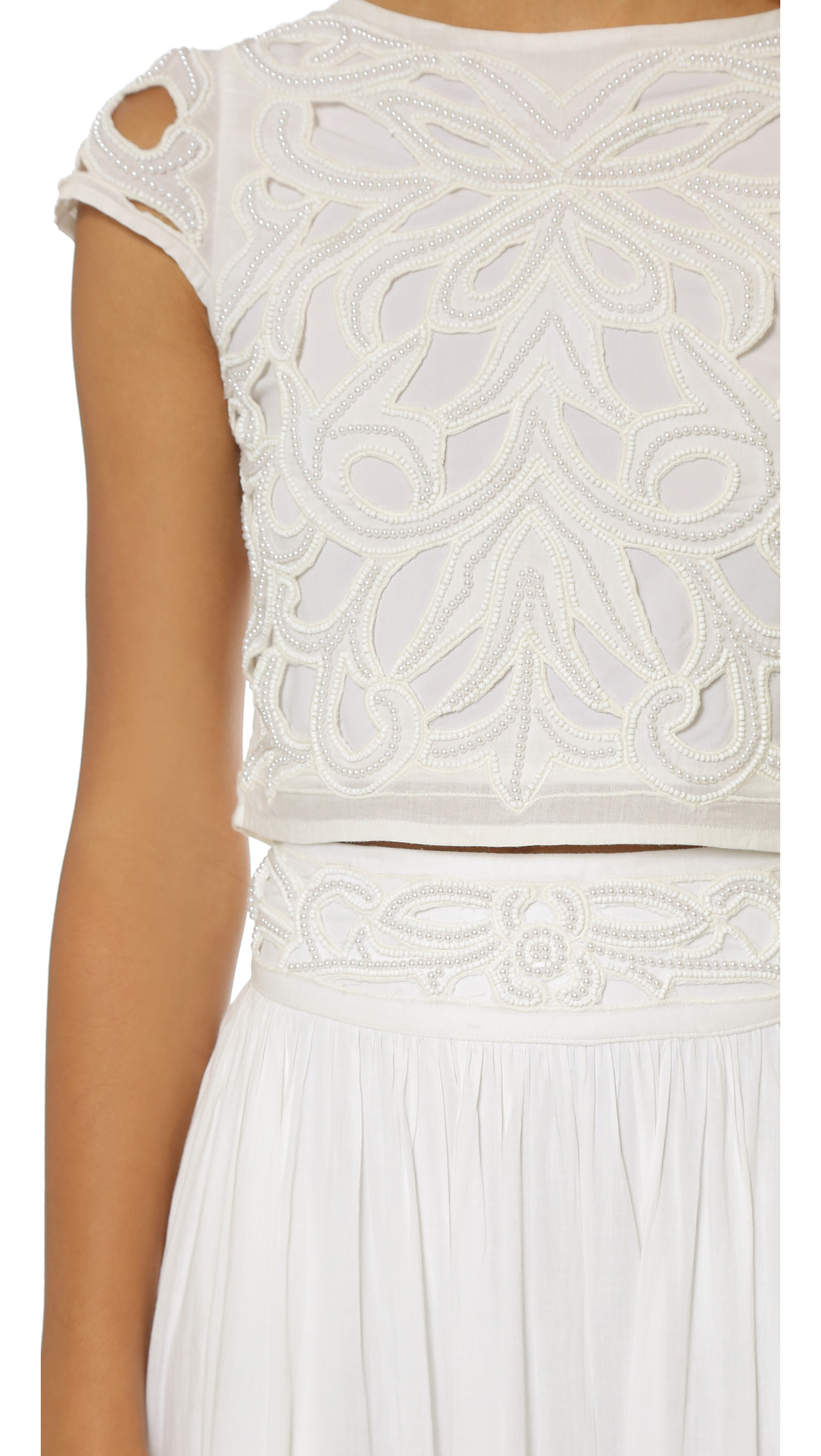 393ee72f64f4a Lyst - Alice + Olivia Abbi Embellished Crop Top in White