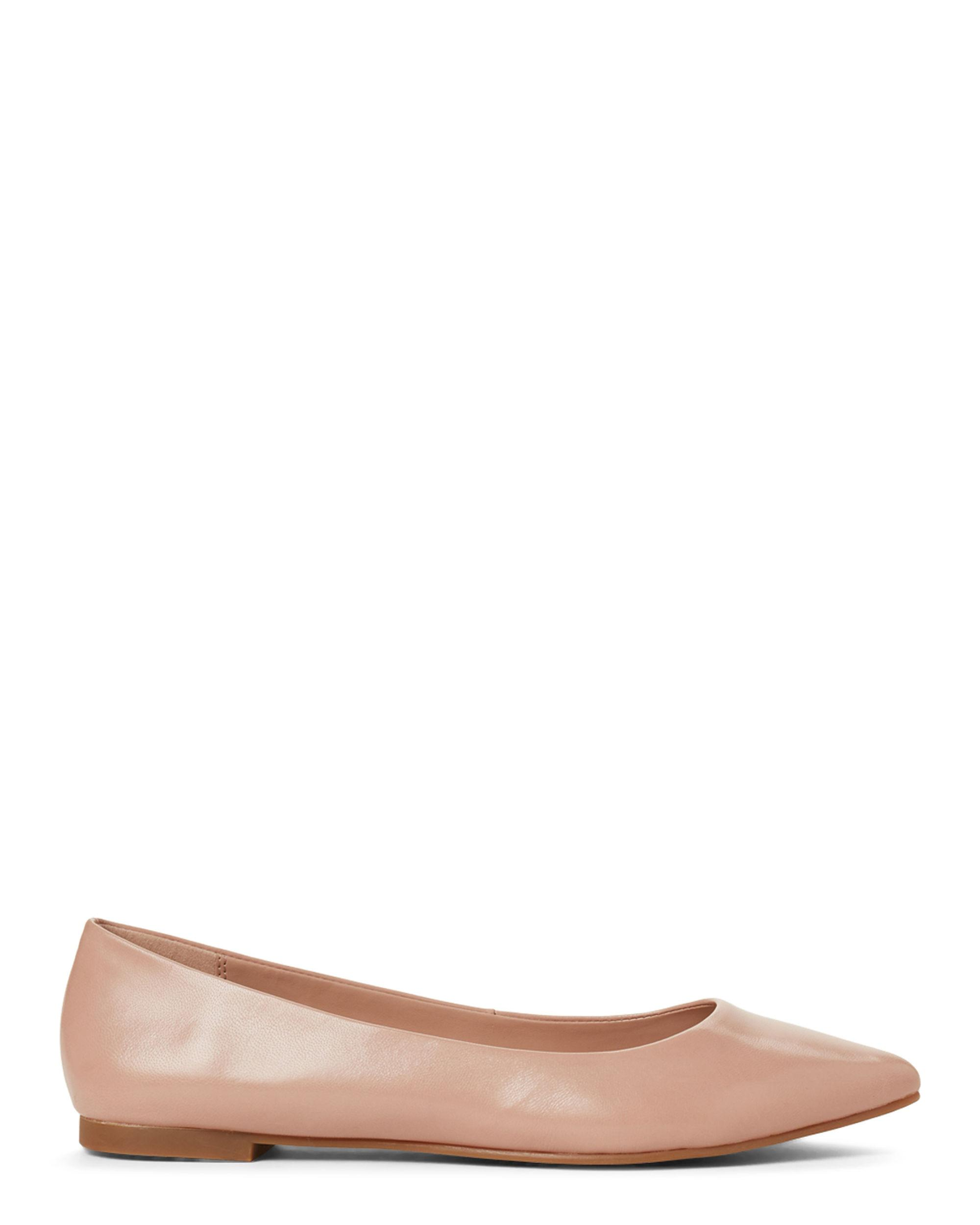 0ee1d667b981a5 Lyst - BCBGeneration Shell Millie Leather Flats