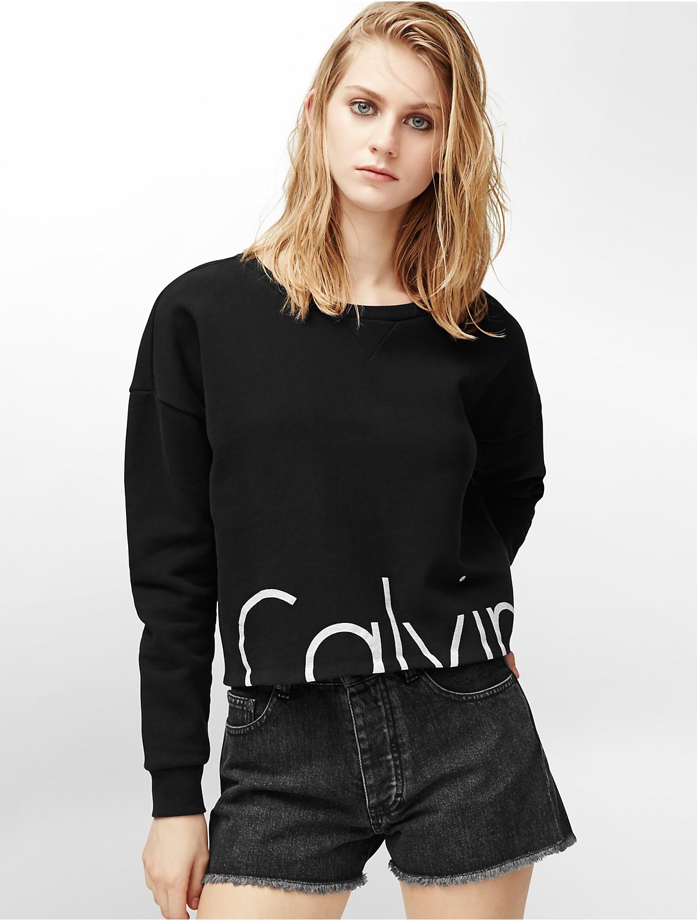 lyst calvin klein jeans crop logo long sleeve sweatshirt. Black Bedroom Furniture Sets. Home Design Ideas