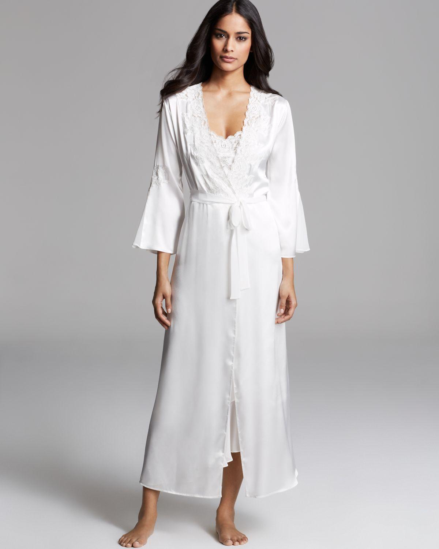 Robe: Oscar De La Renta Satin Charmeuse Long Robe In White