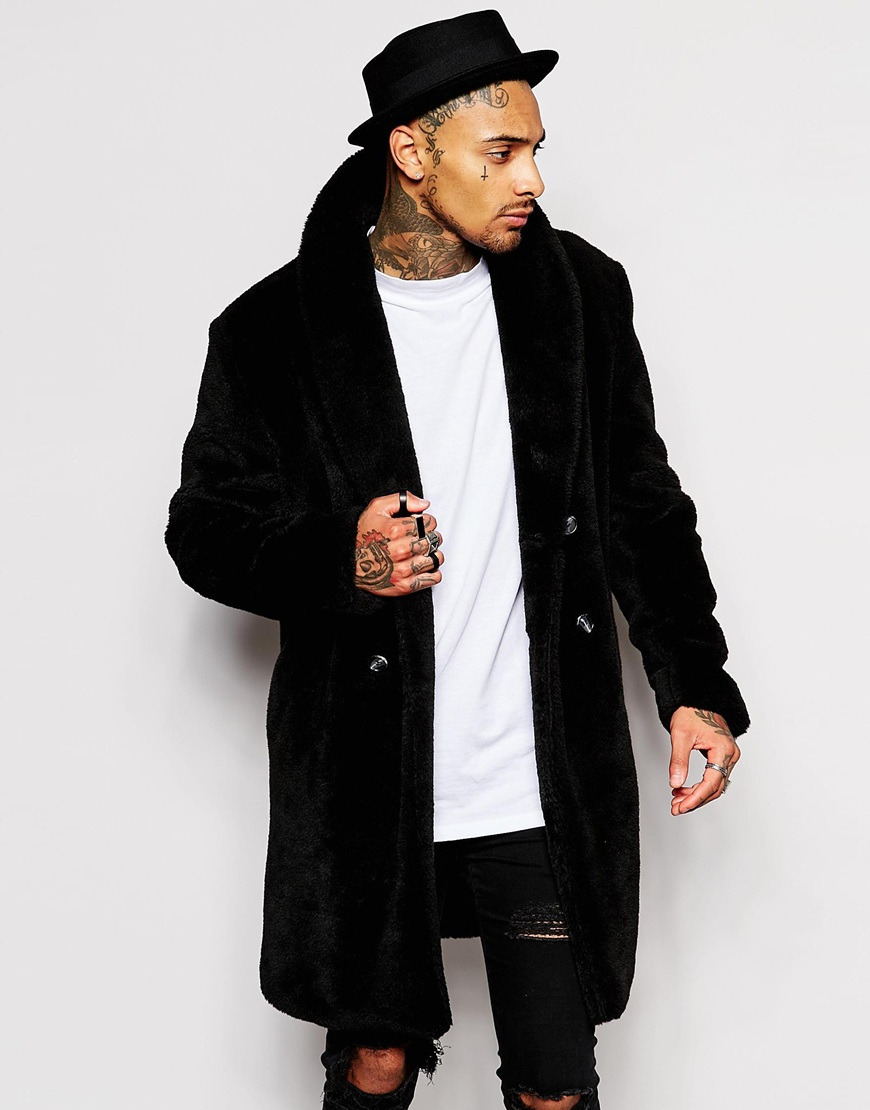 Henig Furs is committed to providing men's genuine fur coats for all those who seek them. Whether you are searching for men's real fur coats, a lamb leather jacket, or .