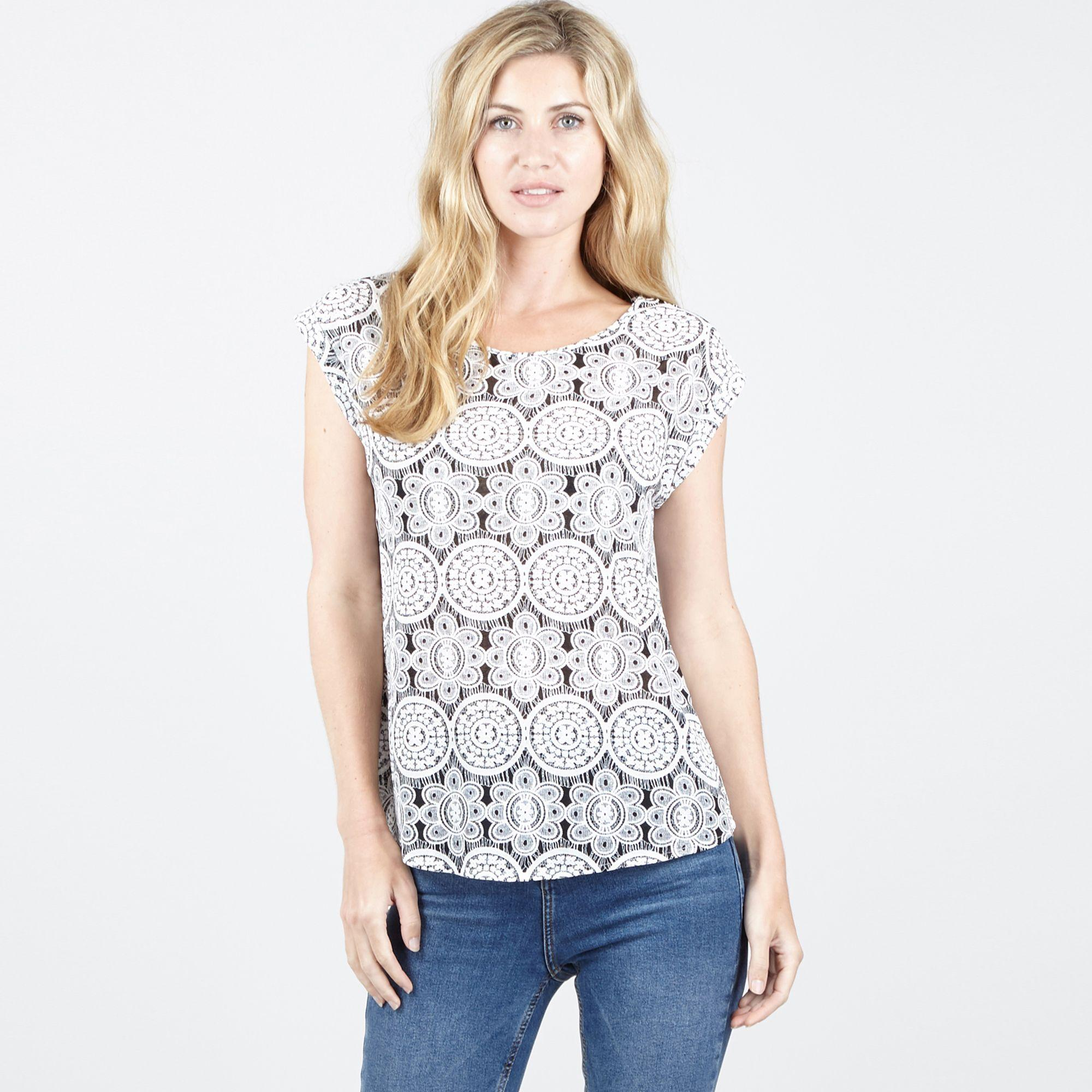 c5742cc73ec977 Izabel London White Printed T-shirt in White - Lyst